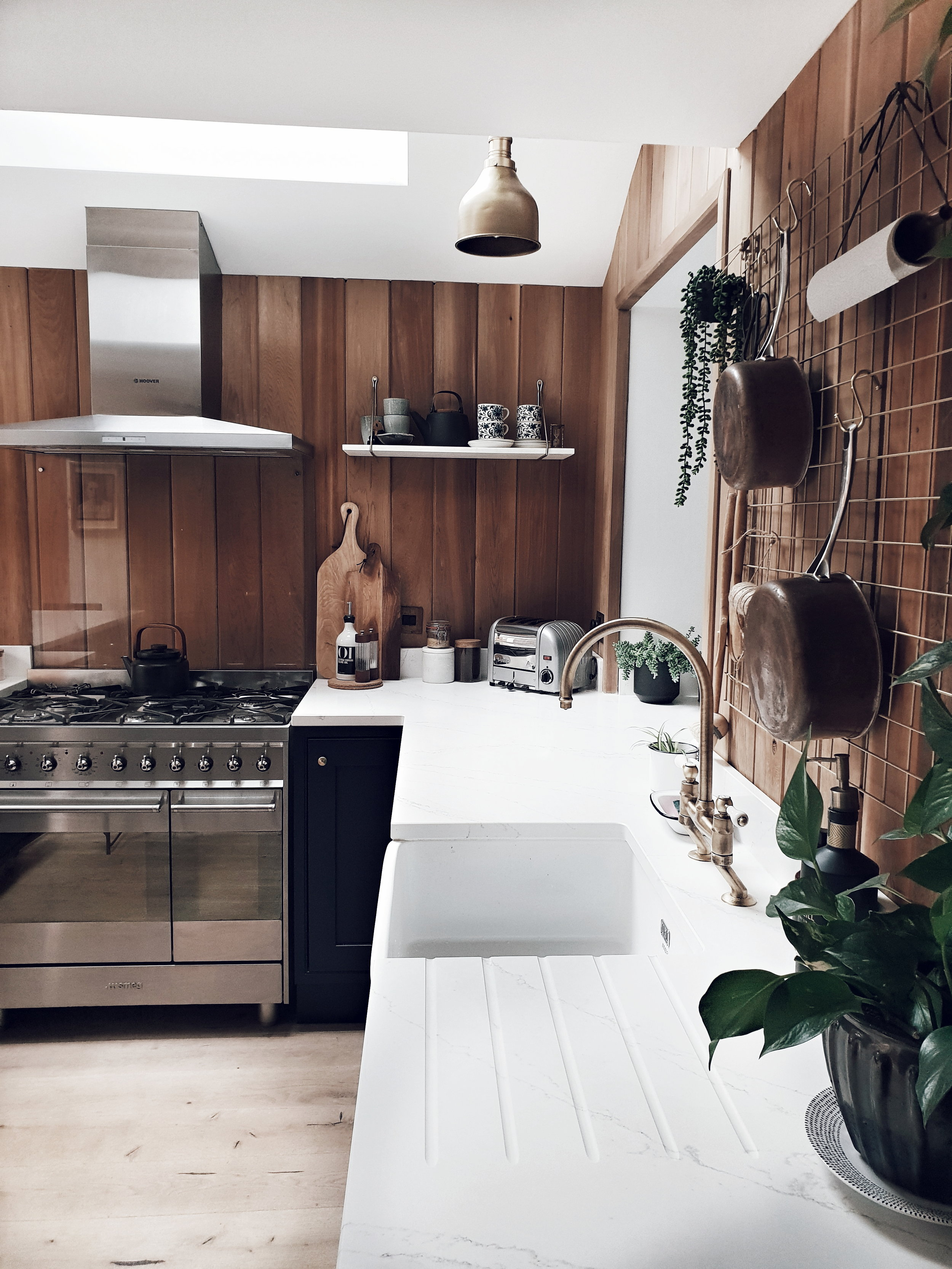 They chose a relatively low cost kitchen from DIY Kitchens and then added a luxe feel by upgrading the worktops