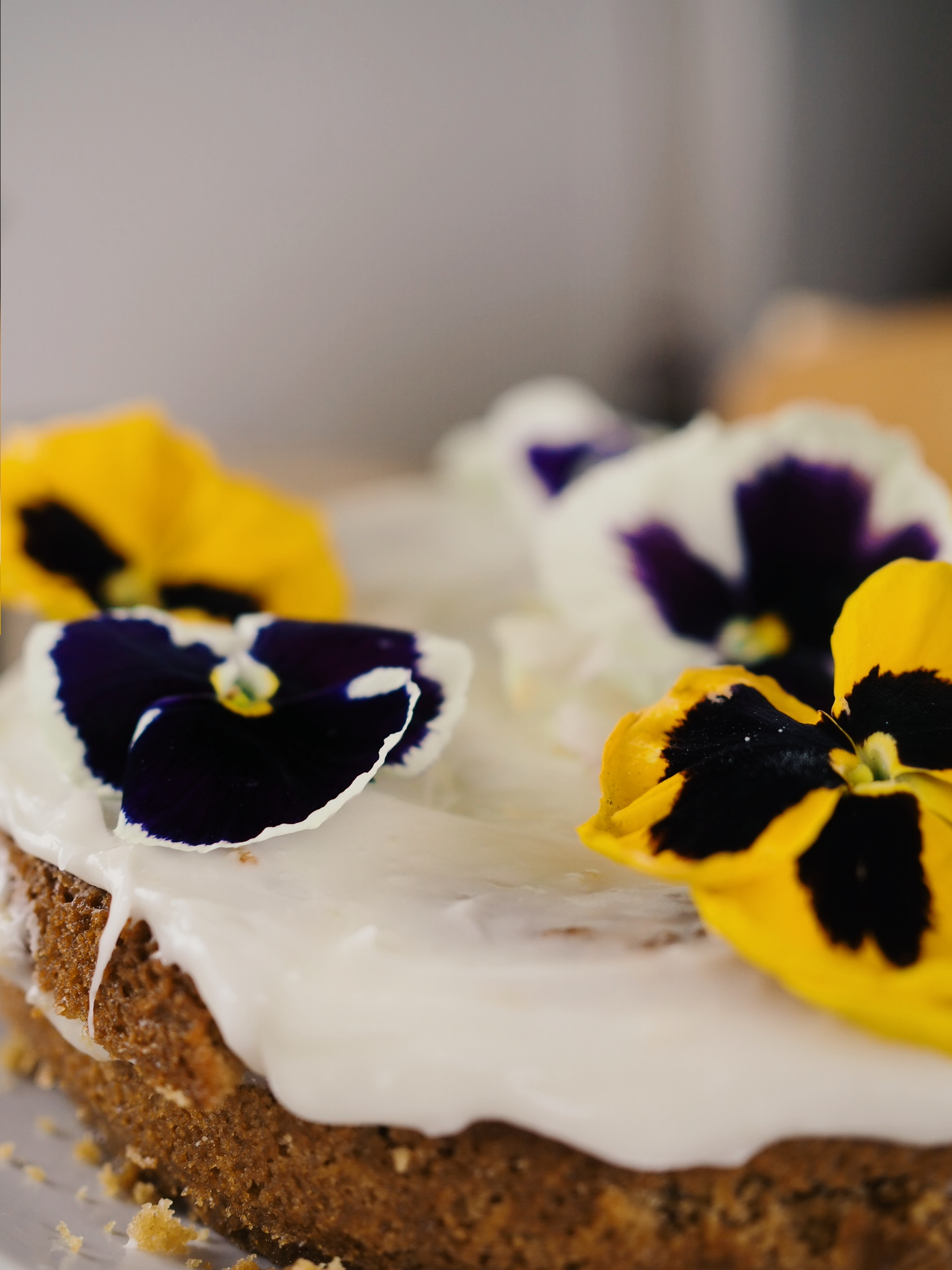 I chose pansies to decorate mine with although Vaani used rannunculus which also look good enough to eat