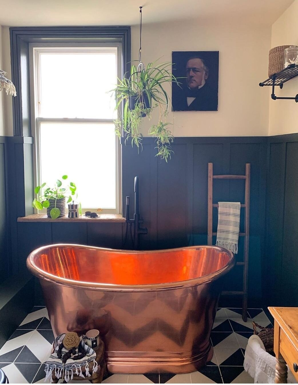 I love the arrangement of have the bath under the window that  @the_girl_with_the_green_sofa  went for in her new bathroom