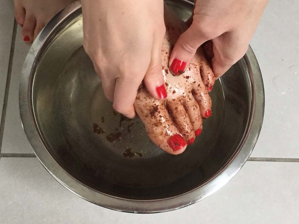 Using the Food2Face Cocoa, Sugar and Lime Body Scrub