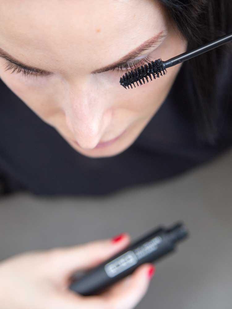 Natural Cosmetics vs Original Formulas; 3INA The Volume Mascara Application
