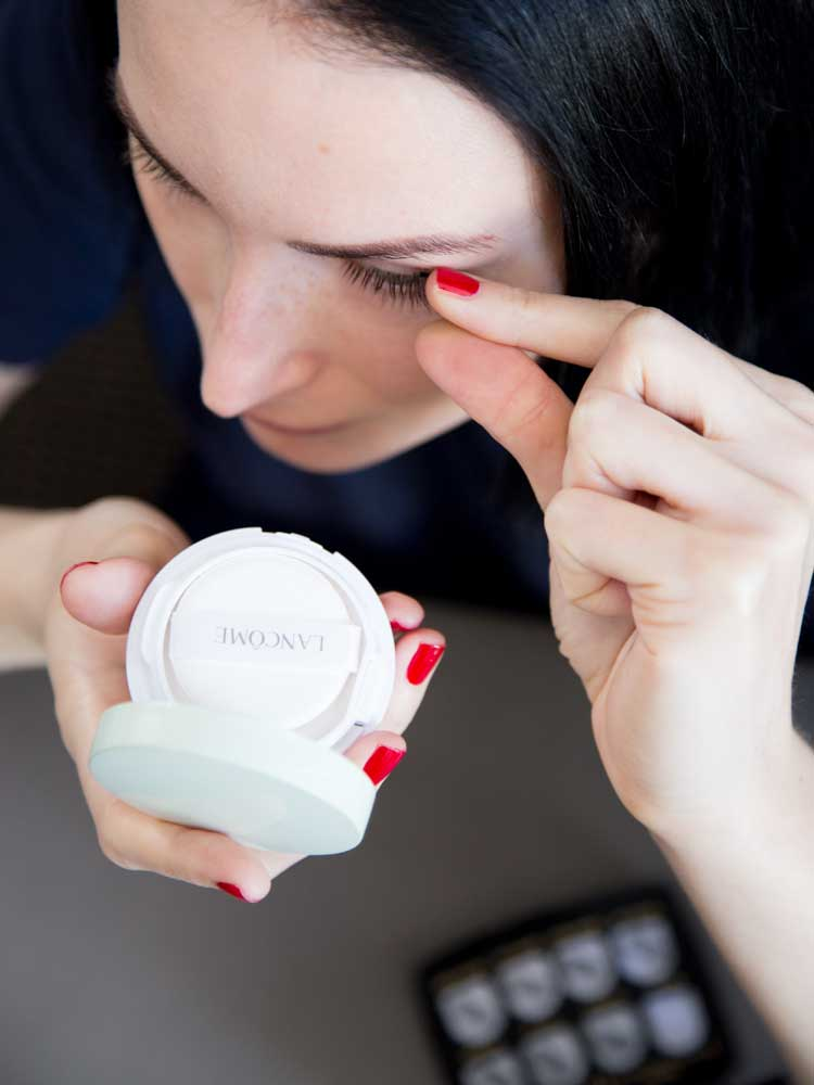 Applying One Two Cosmetics Magnetic Eyelashes; No Mirror in the Case