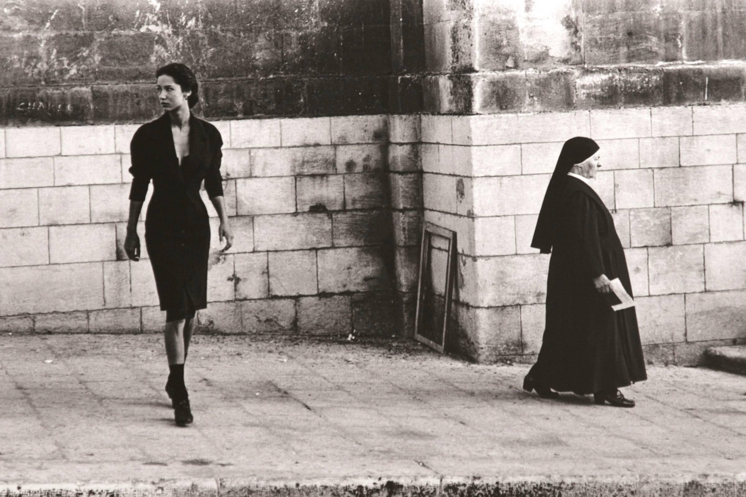 - Dolce & Gabbana於1988年推出的第四個系列 「西西里洋裝(The Sicilian Dress)」引起關注,奠定了品牌基礎。photo via Heroine