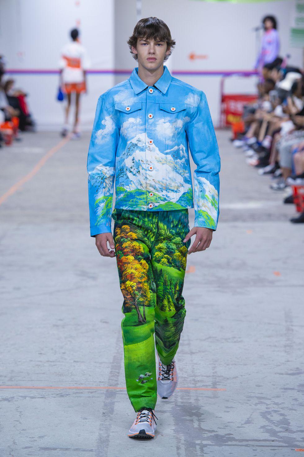 江奕勳在巴黎時裝週發表春夏19系列,將台灣路邊變電箱藝術轉印衣服上。   Photo via Harper's Bazaar