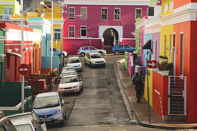 Can anyone guess where this street is? I'll give you a hint; it's an Easy Go favorite! Learn to wander with an Easy Go Traveler Membership! ⠀ ⠀ Sign up today, space is limited.⠀ ⠀  #EasyGoTraveler #LearnToWander #PointsandMiles #Travel #Destinations #BoKaap #Colorful #ColorfulStreet #Culture #Street #Destination #Africa  #southafrica #Wanderlust #Views #Traveller