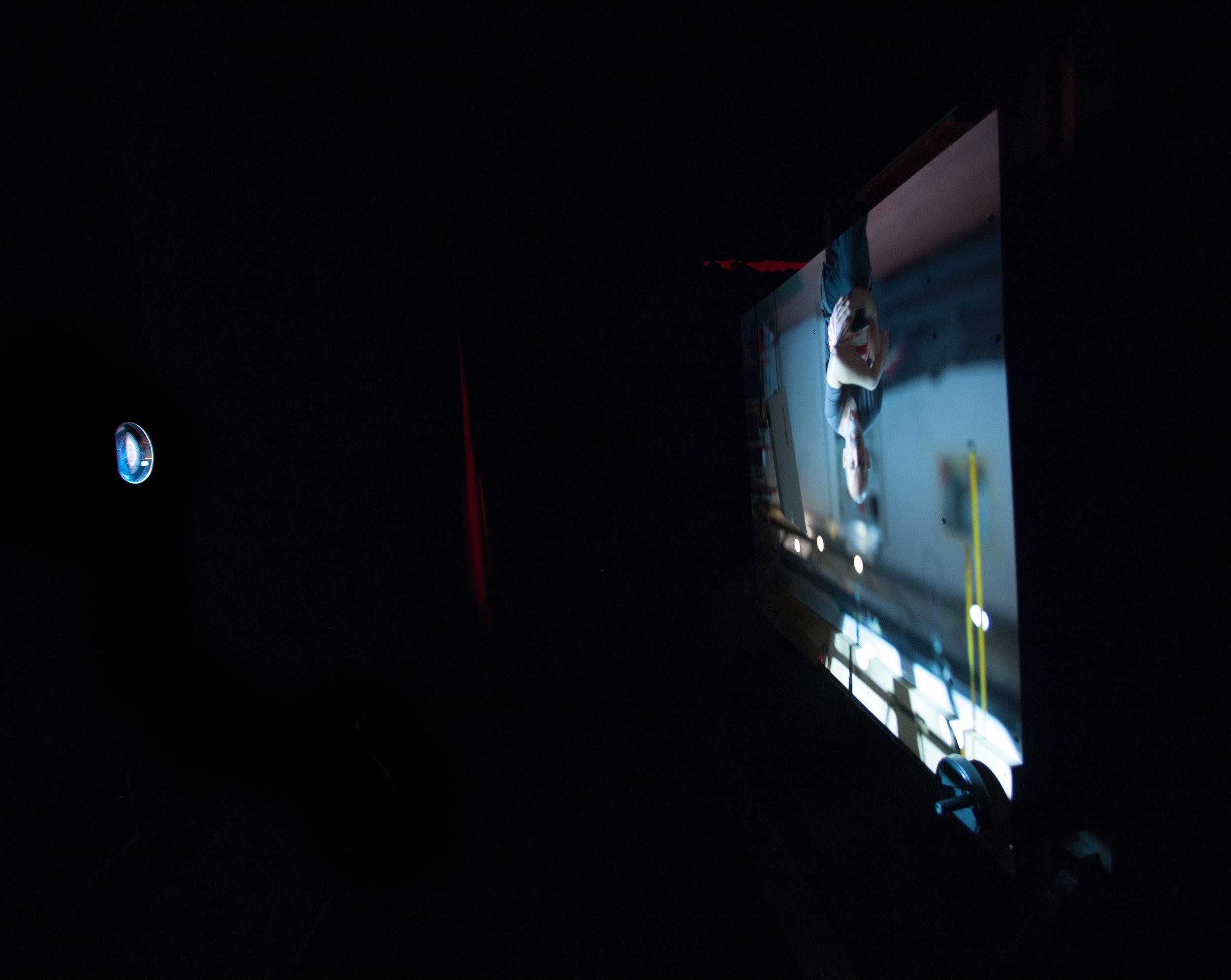 Aquí estoy en el estudio reflejado en el soporte de la Room-Camera.