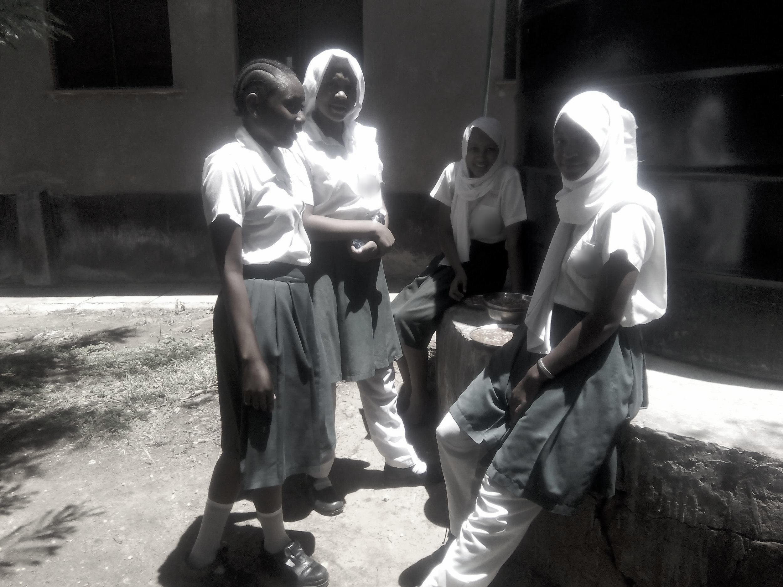 jaslika consulting,akf,vbe-baseline, female students sitting by water tank