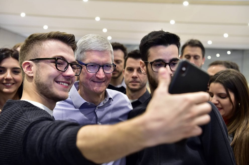 1-tim-cook-apple-store-milano-iriparo-roma-prati-news.jpg