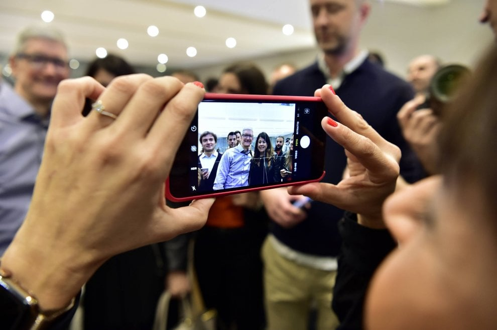 3-tim-cook-apple-store-milano-iriparo-roma-prati-news.jpg