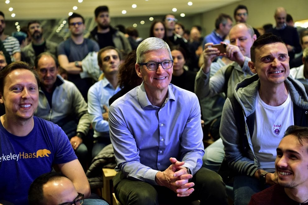 4-tim-cook-apple-store-milano-iriparo-roma-prati-news.jpg
