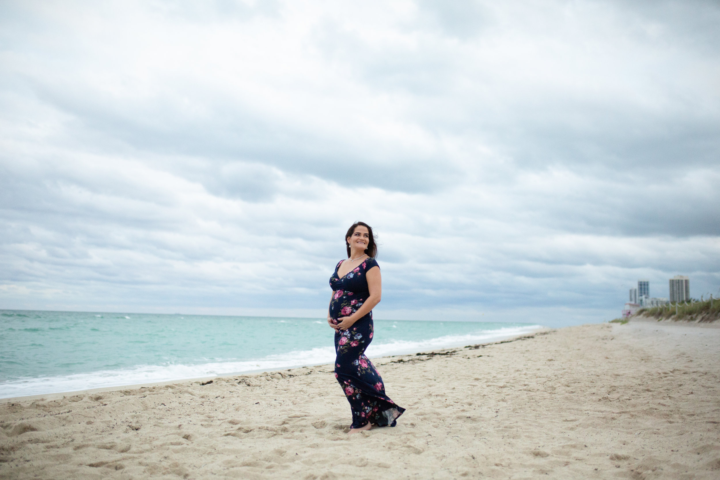 Pregancy shoot on the beach