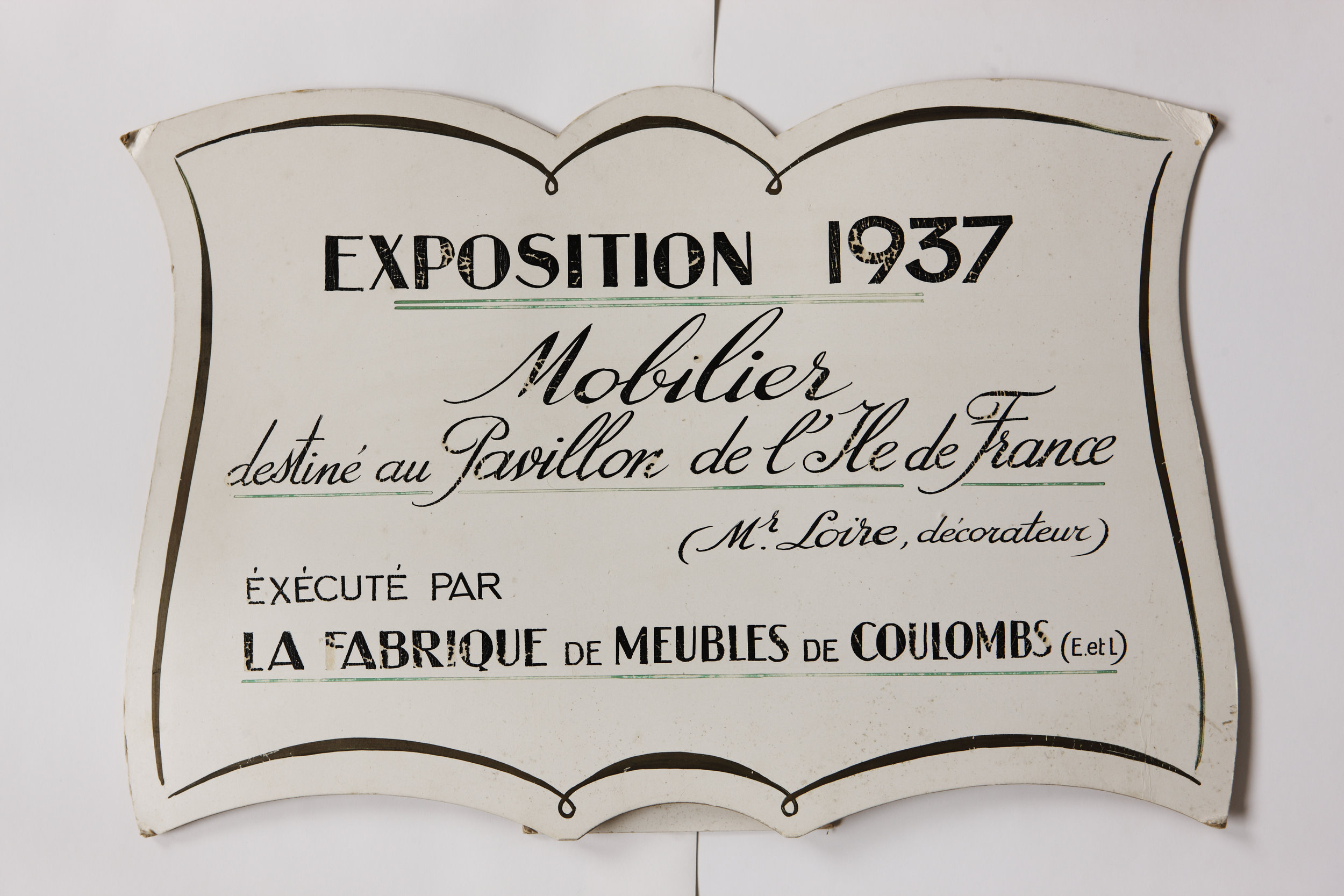 1937 — - Inspired by a piece by Leleu, the manufactory produces modernist furniture created by Loir for the Pavillon Ile de France at the Paris World's Fair.