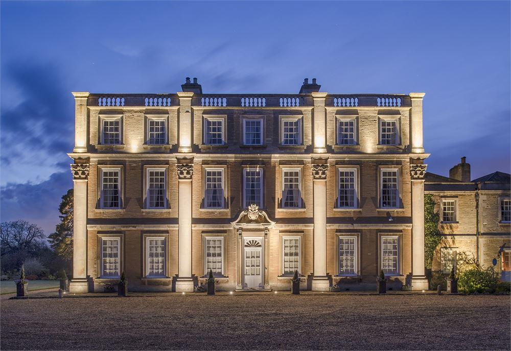 Hinwick House  - Wellingborough Magician