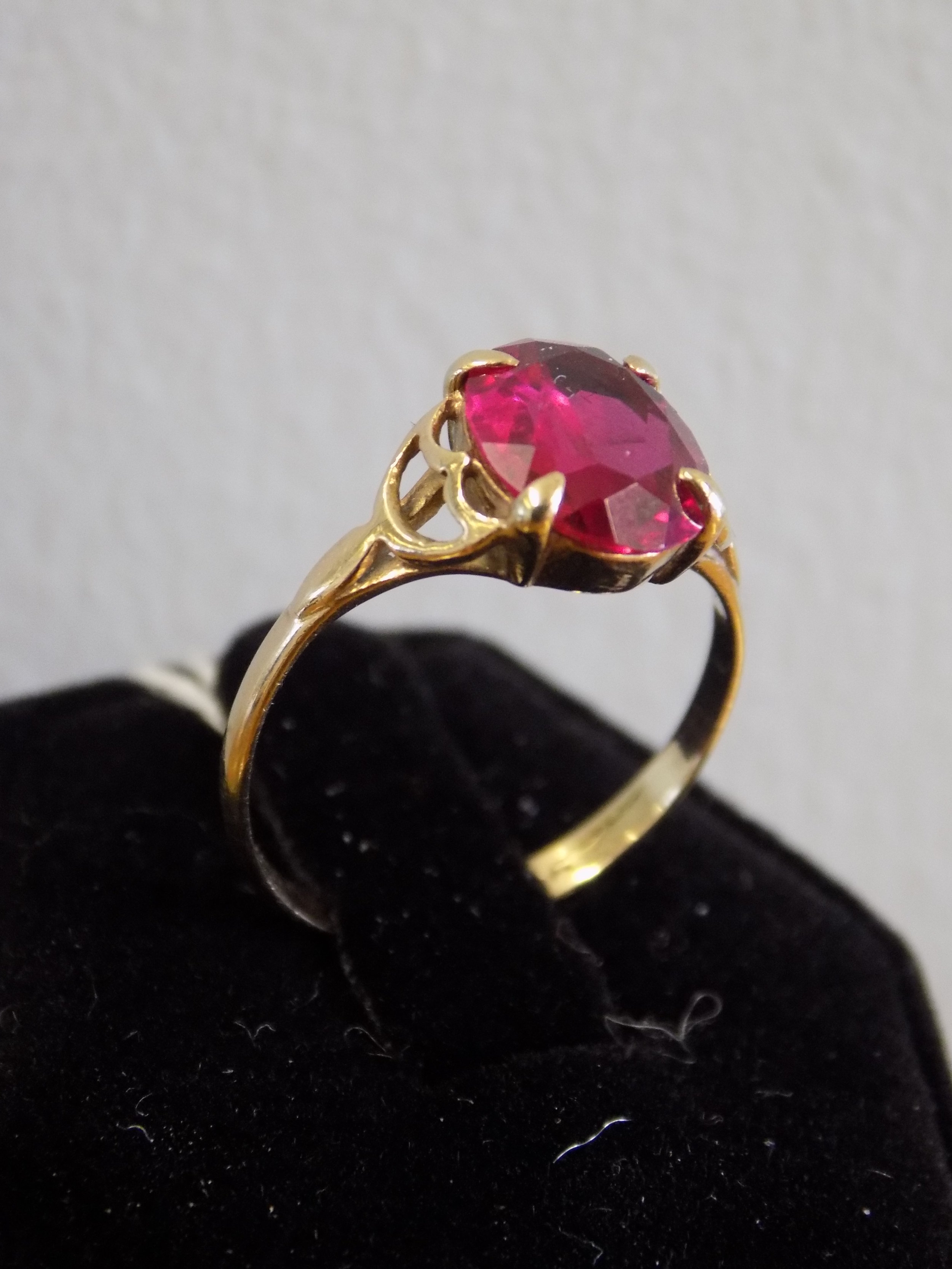 9ct gold and Ruby ring £130.00