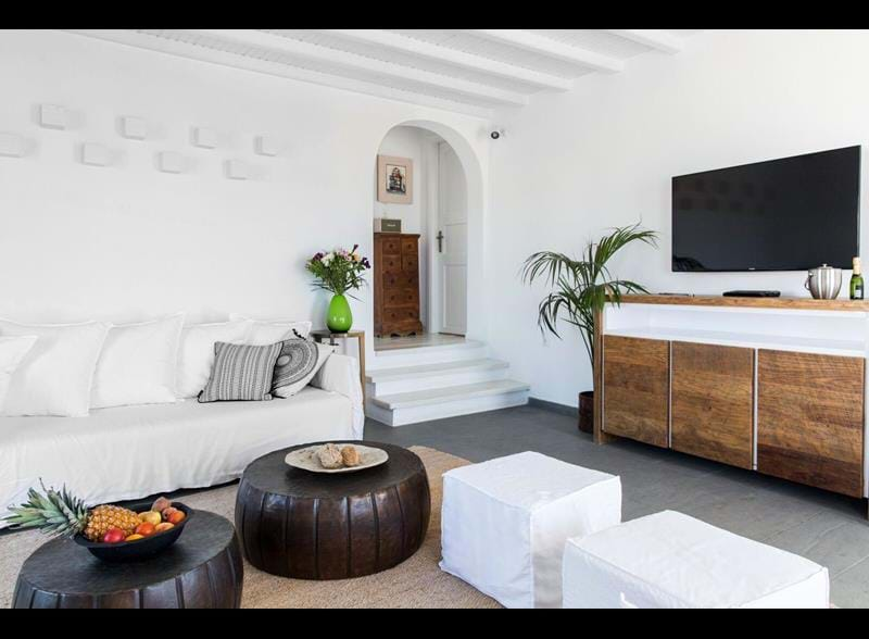 Always_Looking_For_The_Magic_Nicole_Toland_Ostraco_Suites_Mykonos