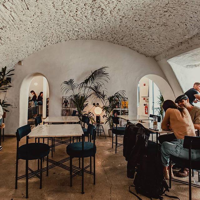 Magic found at brunch ✨ @dearbreakfast #magicfoundhere • • • • • • • • • • • • • •  #goopgo #dametraveler #lonelyplanet #mydomainetravels #stayadventurous #gothere #passionpassport #searchwandercollect #travelstories #travelwithaninsider #travelcommunity #takemoreadventures #travelblog #travelblogger #iamtb #thewanderingtourist #iamtraveler #traveldeeper #cntraveler #voyaged #theprettycities #portoportugal #momentsofmine #darlingescapes #goportugal #visitportugal🇵🇹 #lisbon #wonderlustportugal #portugaltravel