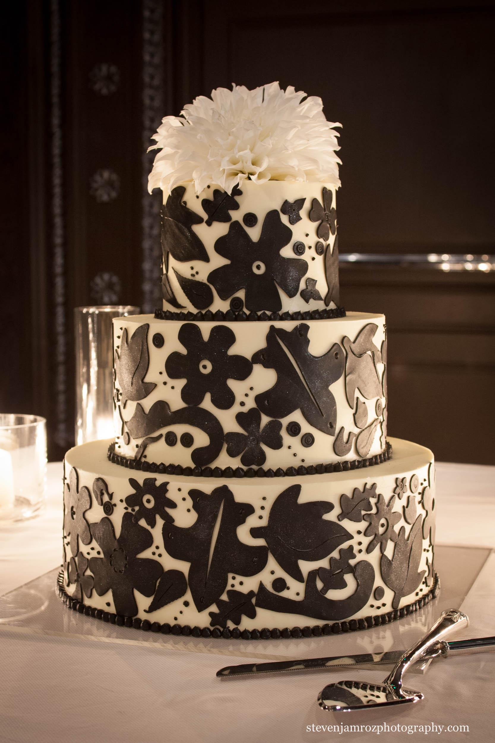 elegant-wedding-cake-candles-steven-jamroz-photography-0095.jpg