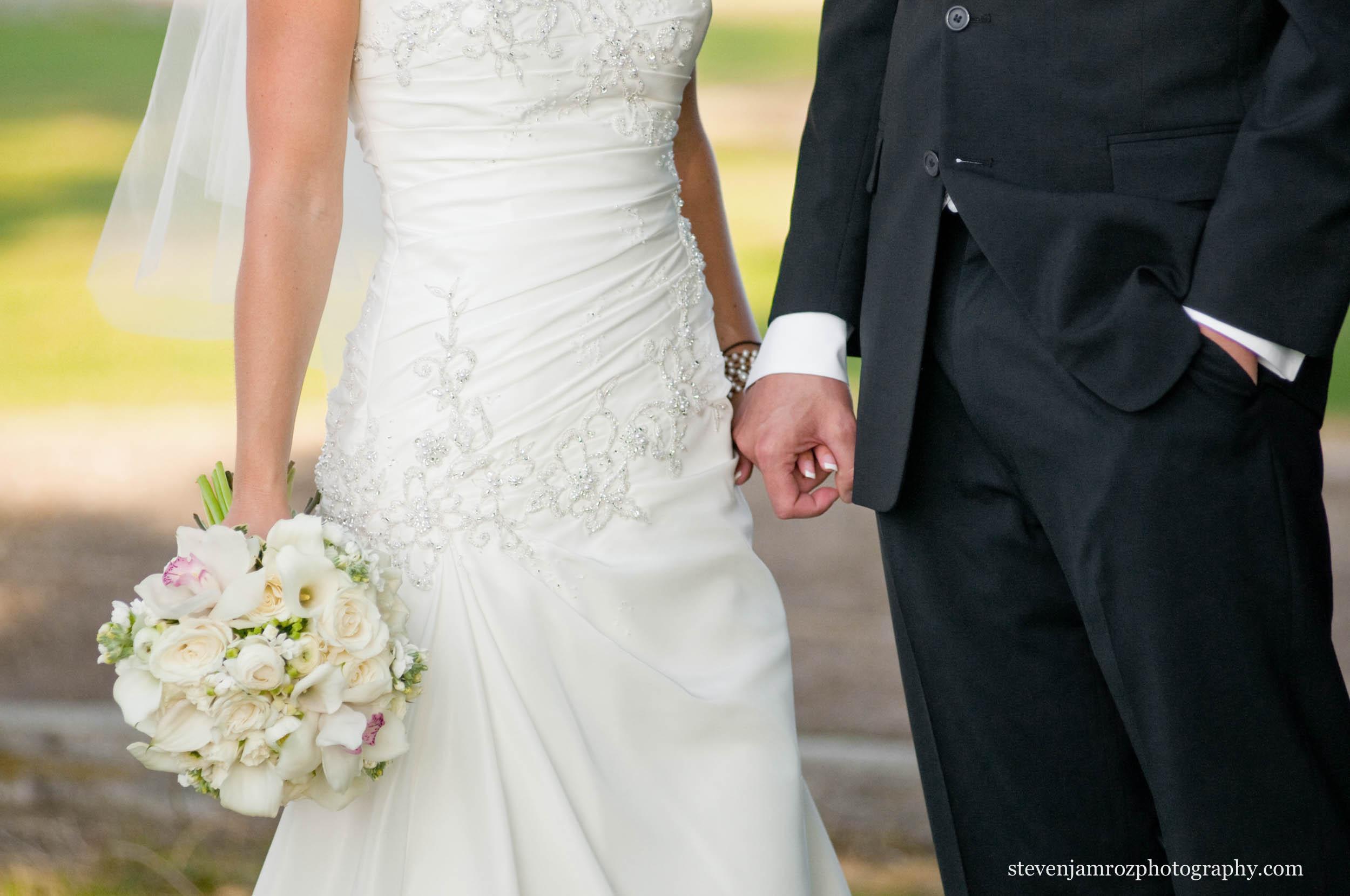 flowers-hands-black-tux-wedding-steven-jamroz-photography-0029.jpg