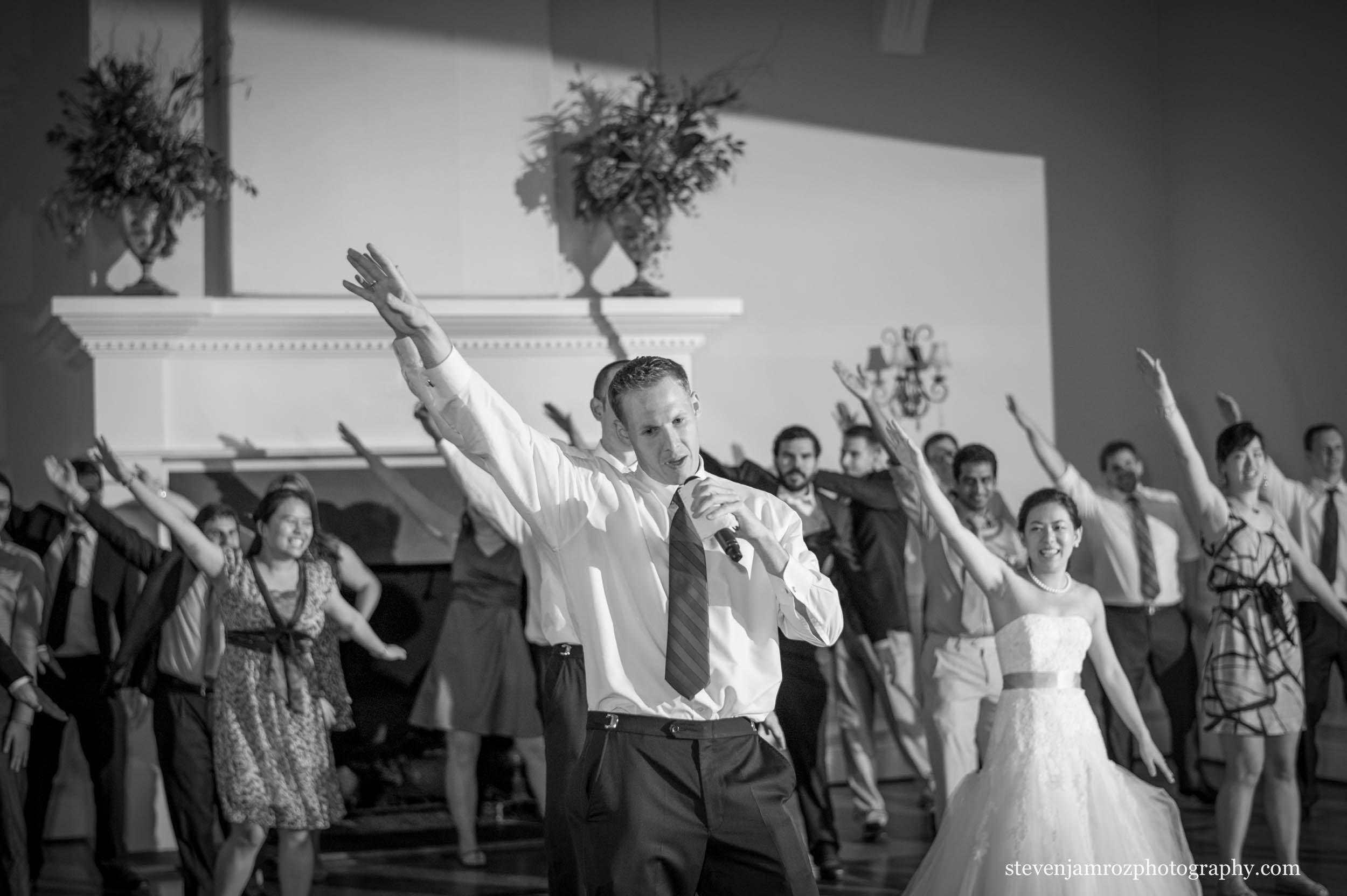 guests-dancing-raleigh-wedding-photography-0971.jpg