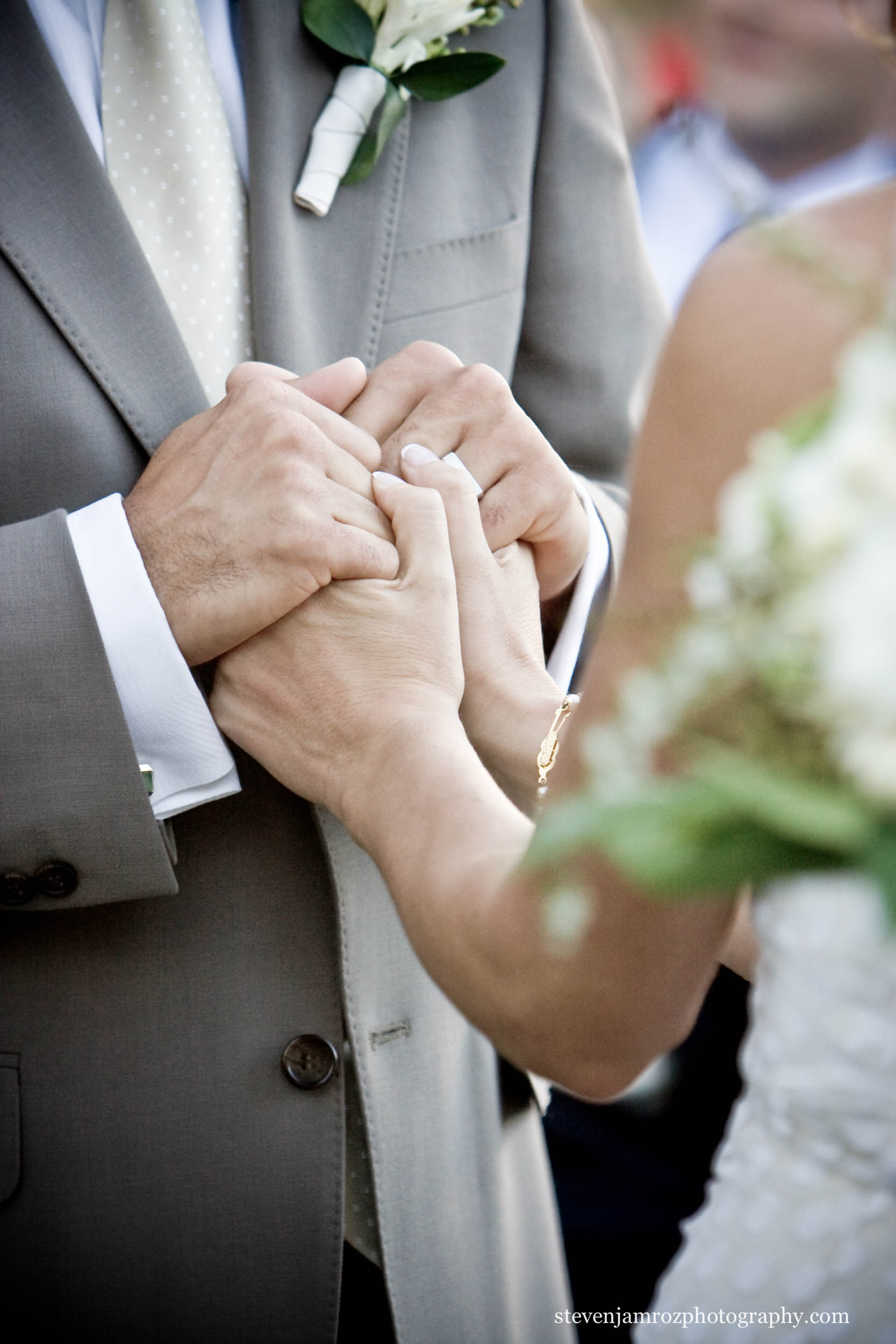 hold-hands-bride-groom-steven-jamroz-photography-0395.jpg