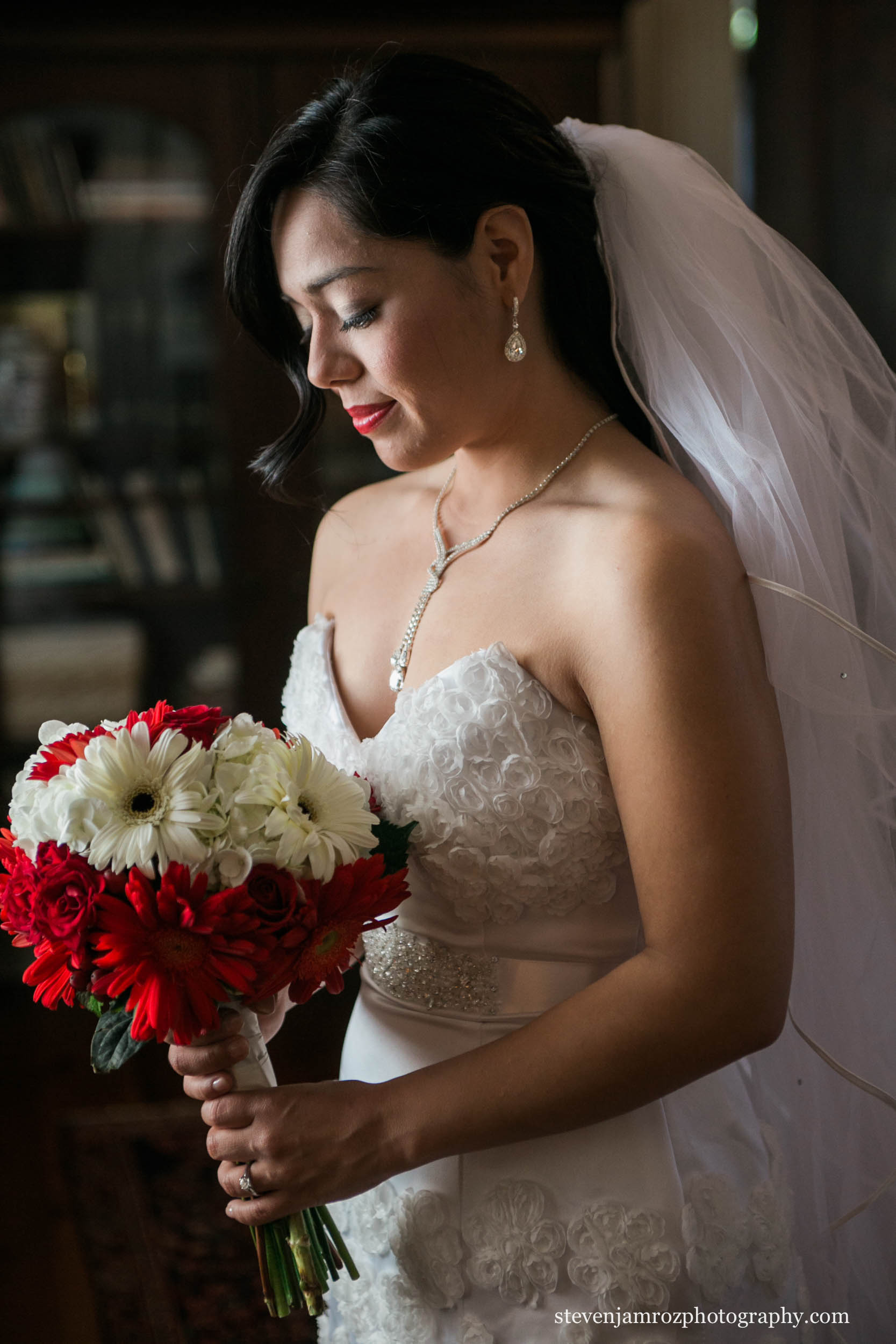 red-white-bouquet-bride-raleigh-photographer-0943.jpg