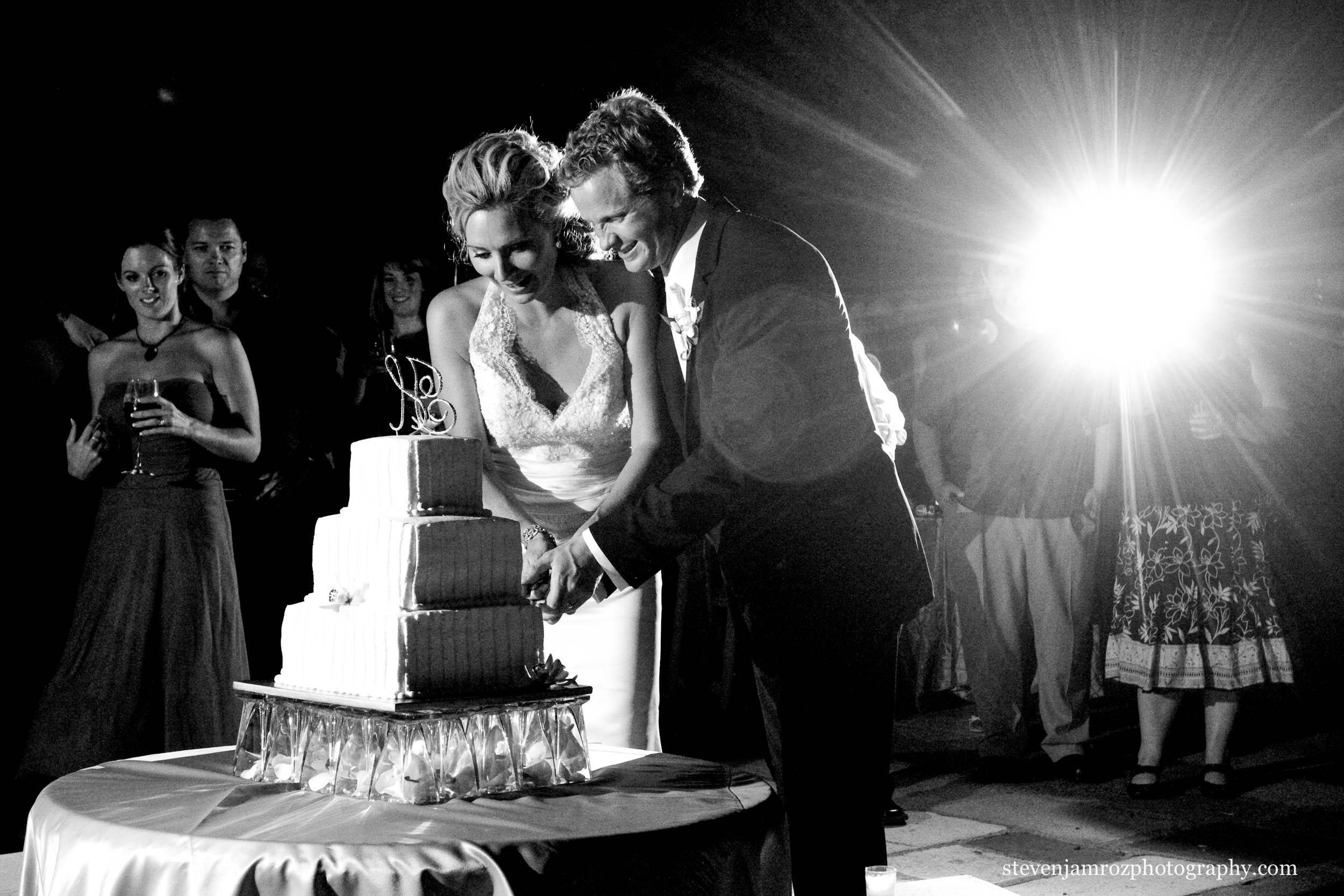 cutting-cake-raleigh-wedding-steven-jamroz-photography-0475.jpg