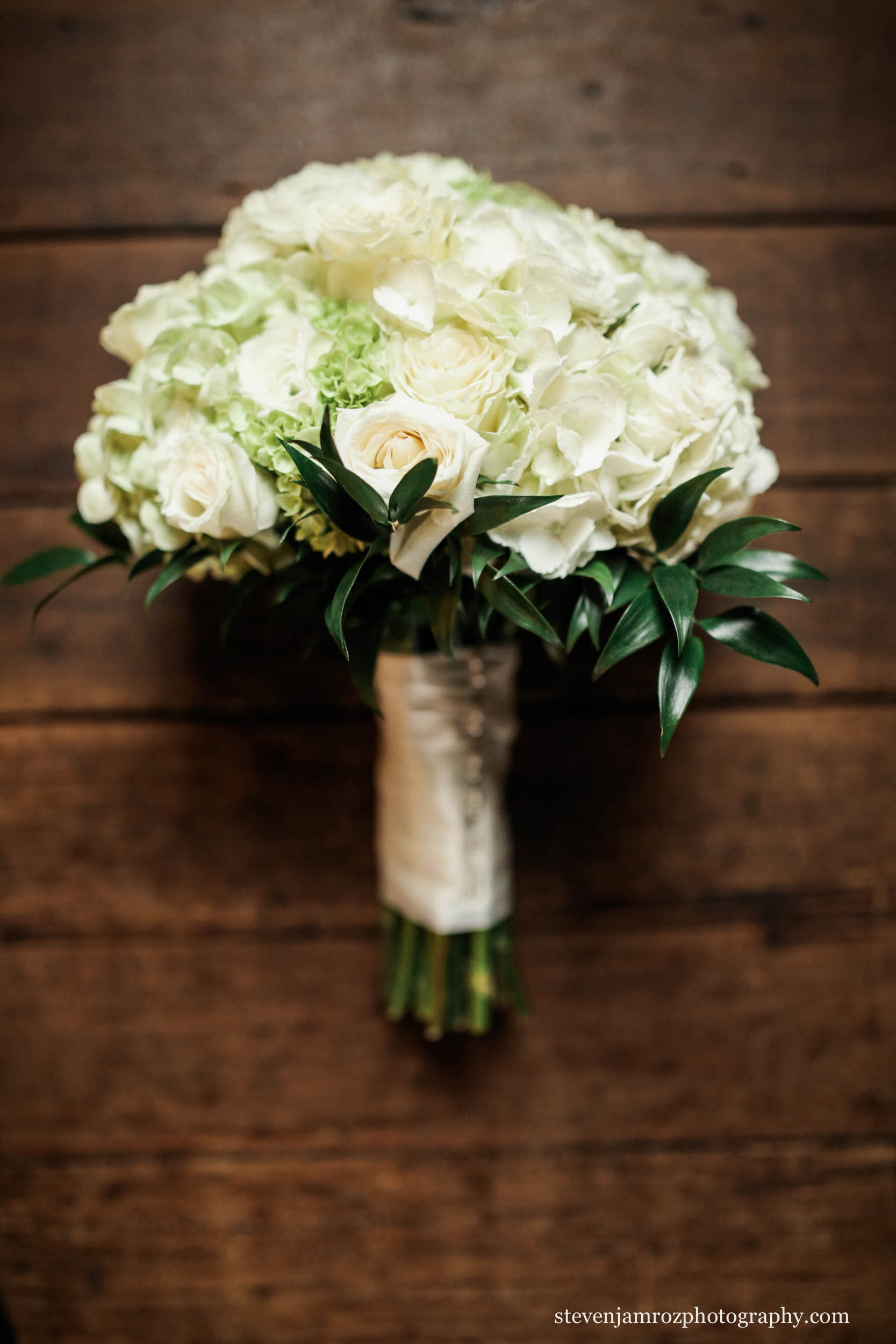 flowers-rich-colors-white-green-bouquet-beautiful-steven-jamroz-0752.jpg
