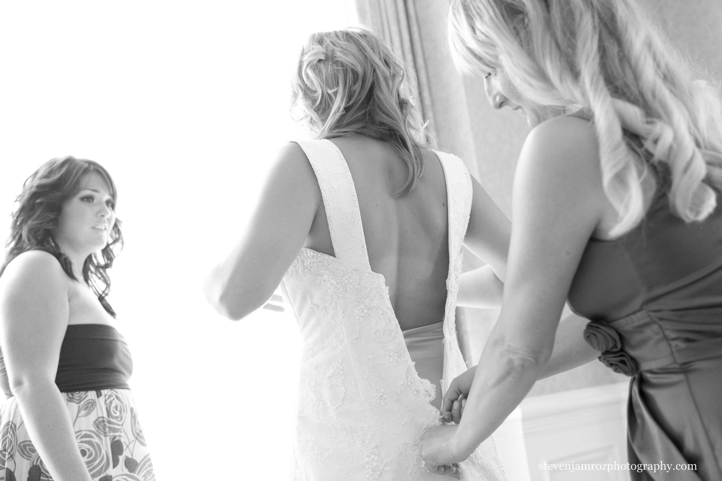 zipping-dress-wedding-bridesmaids-photographer-steven-jamroz-0719.jpg