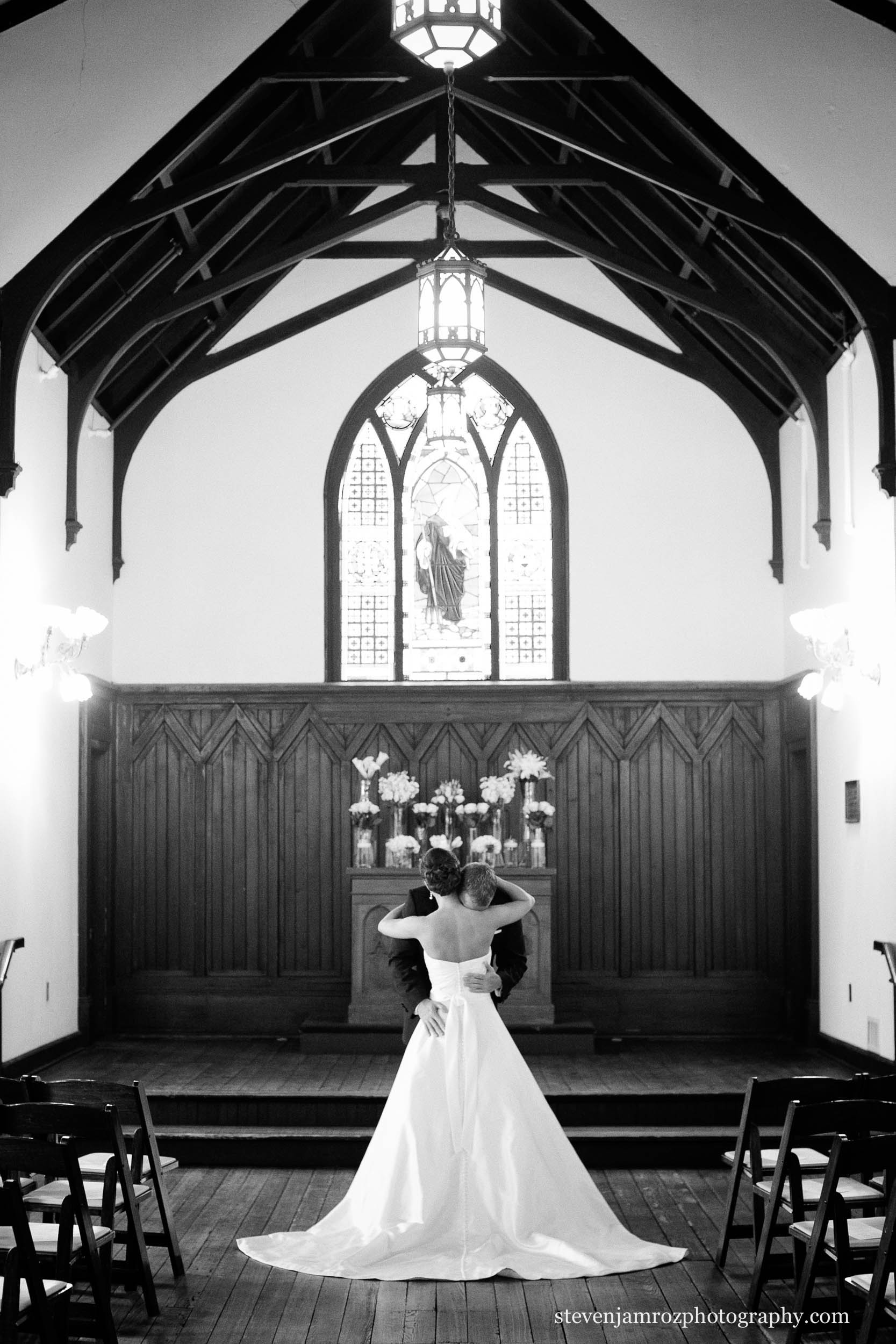 all-saints-chapel-raleigh-first-look-photography-0950.jpg