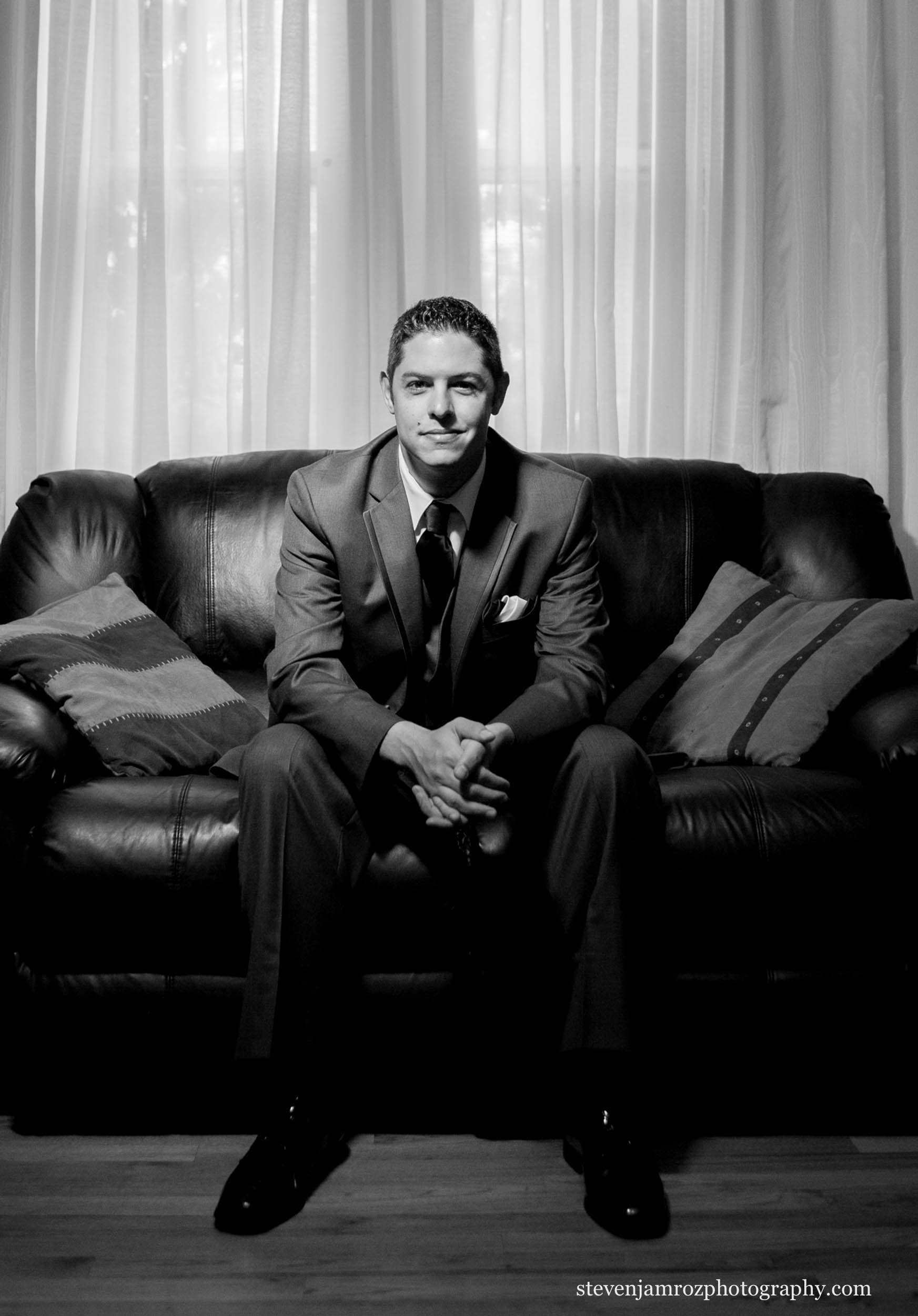 black-and-white-groom-portrait-hudson-manor-steven-jamroz-photography-0364.jpg