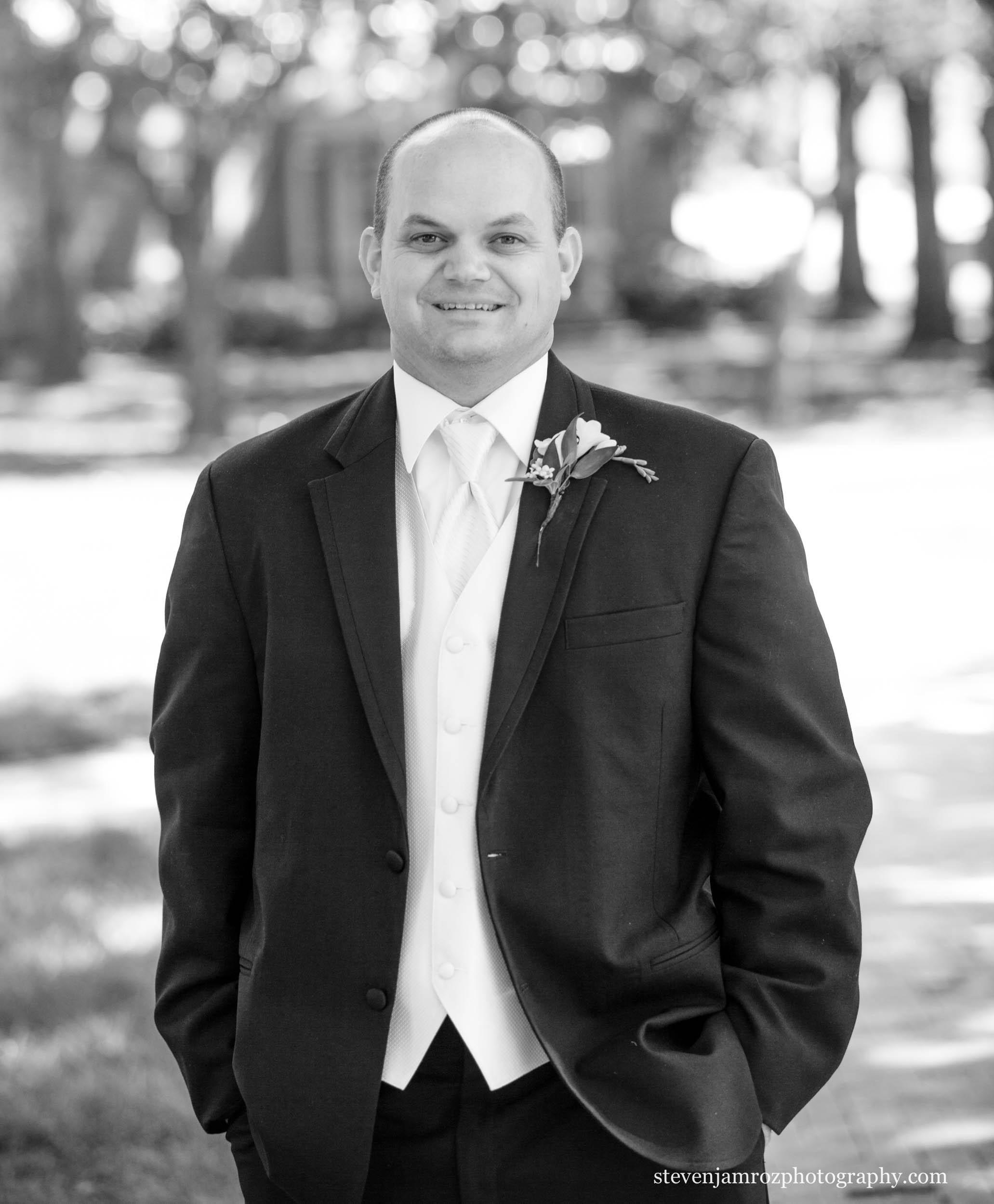 black-tux-groom-portrait-peace-university-raleigh-steven-jamroz-photography-0527.jpg
