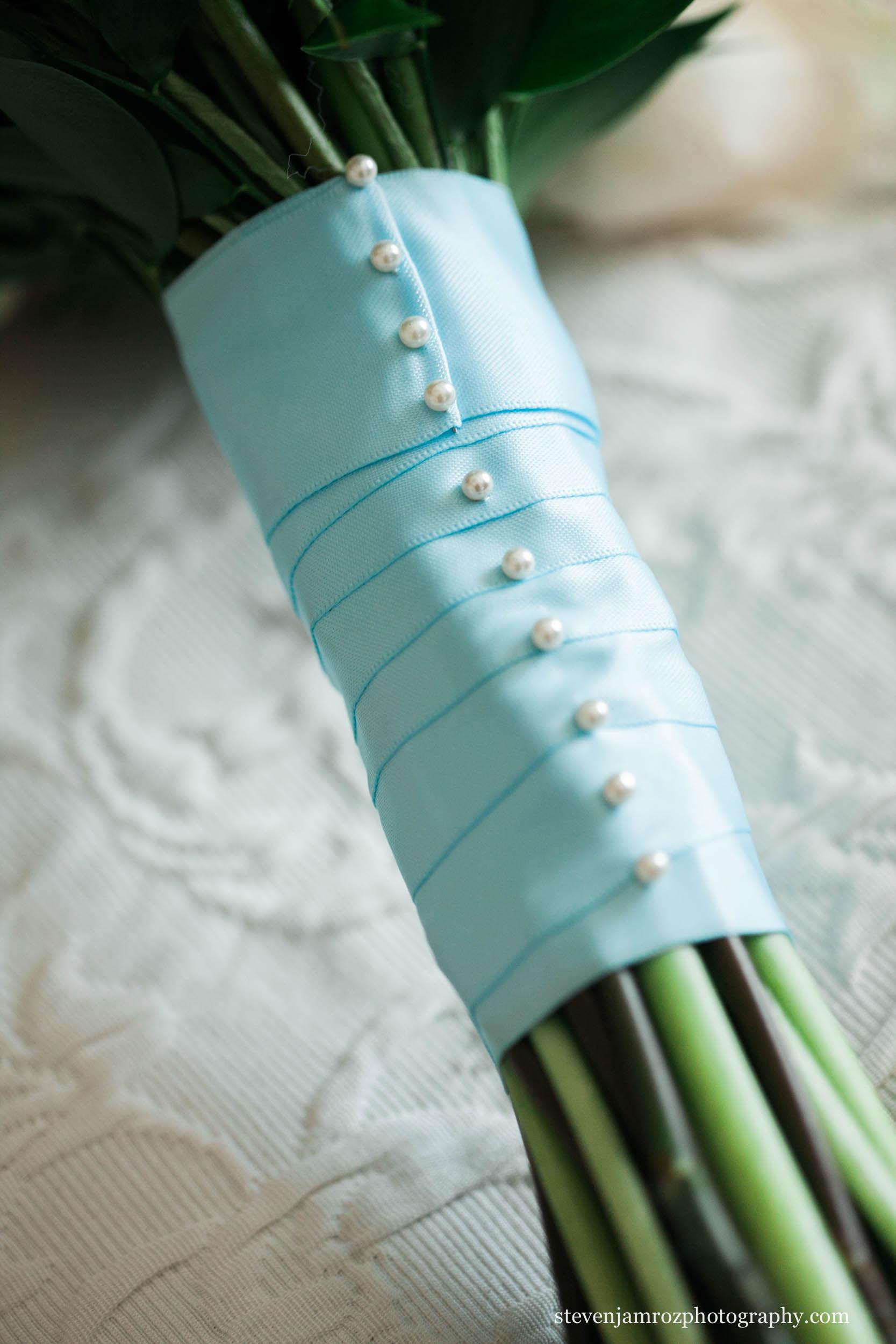 blue-flowers-in-raleigh-wedding-steven-jamroz-photography-0224.jpg