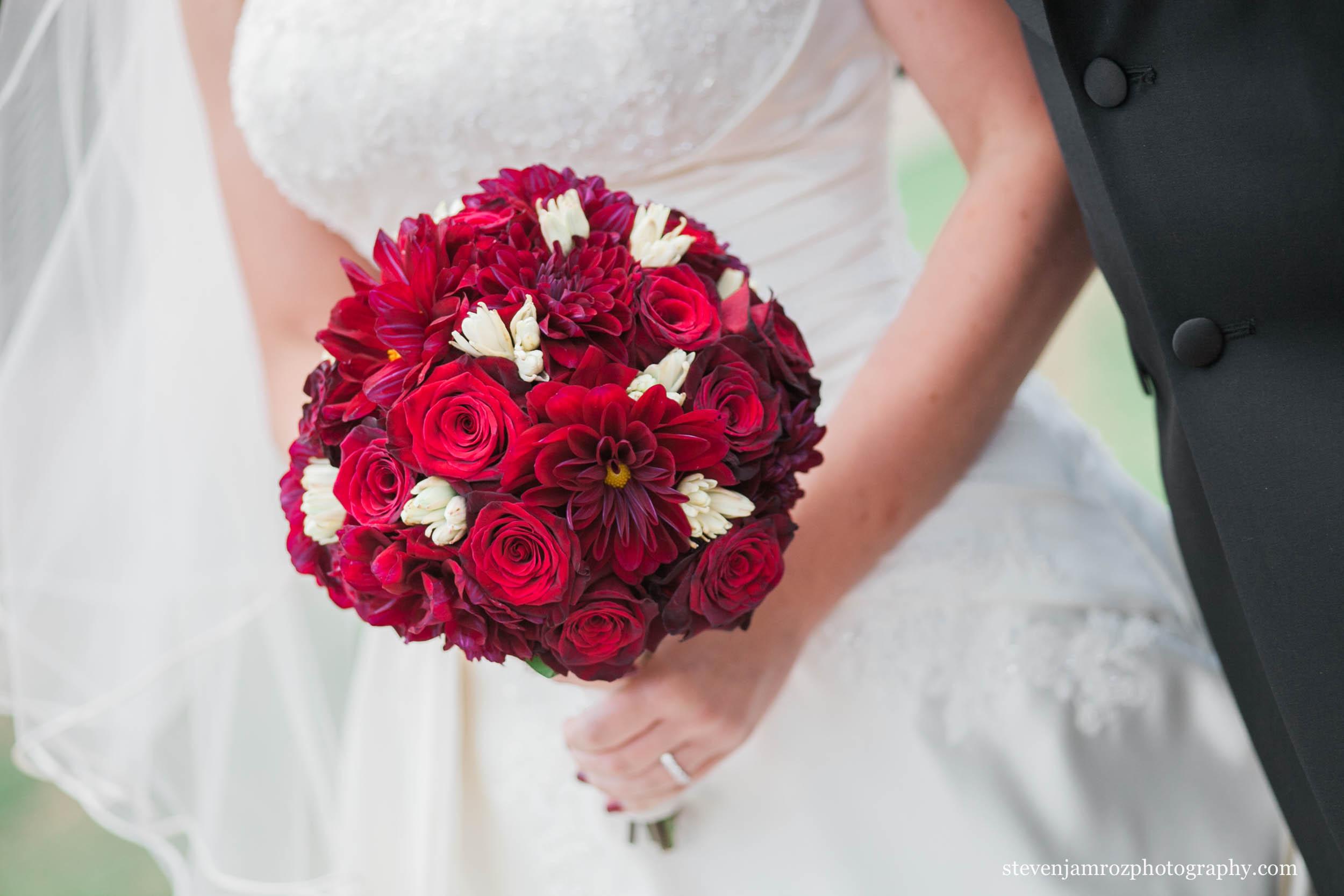 bouquet-red-wedding-flowers-steven-jamroz-photography-0159.jpg