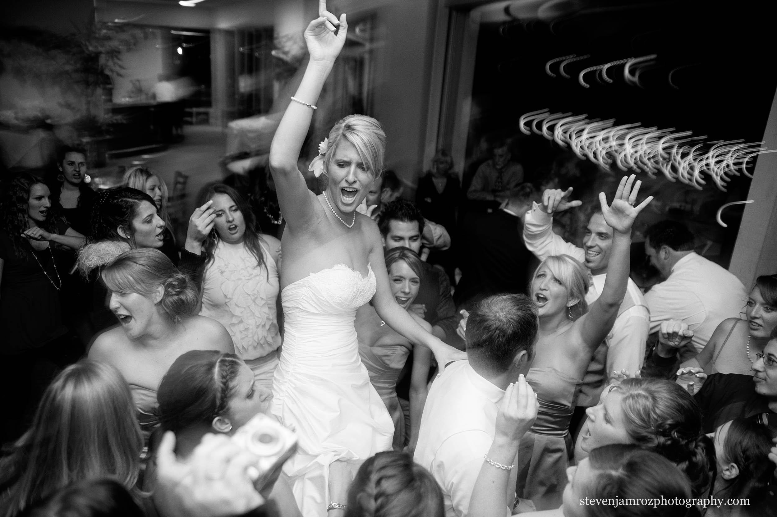 bride-groom-walking-wedding-photographer-magnolia-manor-steven-jamroz-0635.jpg