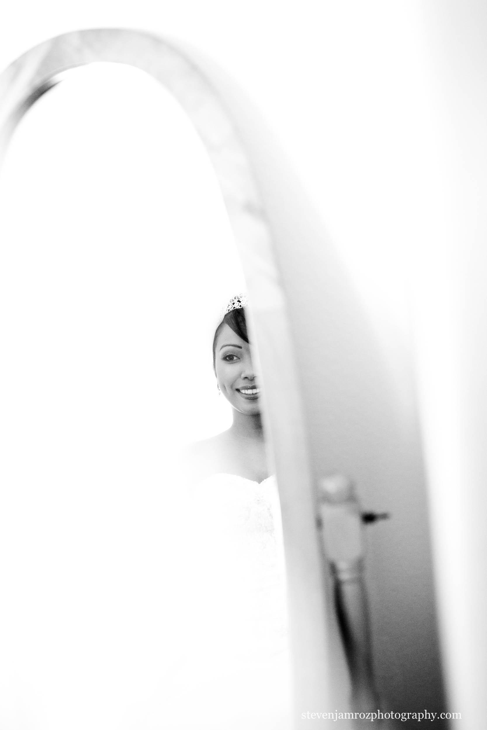 bride-in-mirror-raleigh-nc-steven-jamroz-photography-0189.jpg