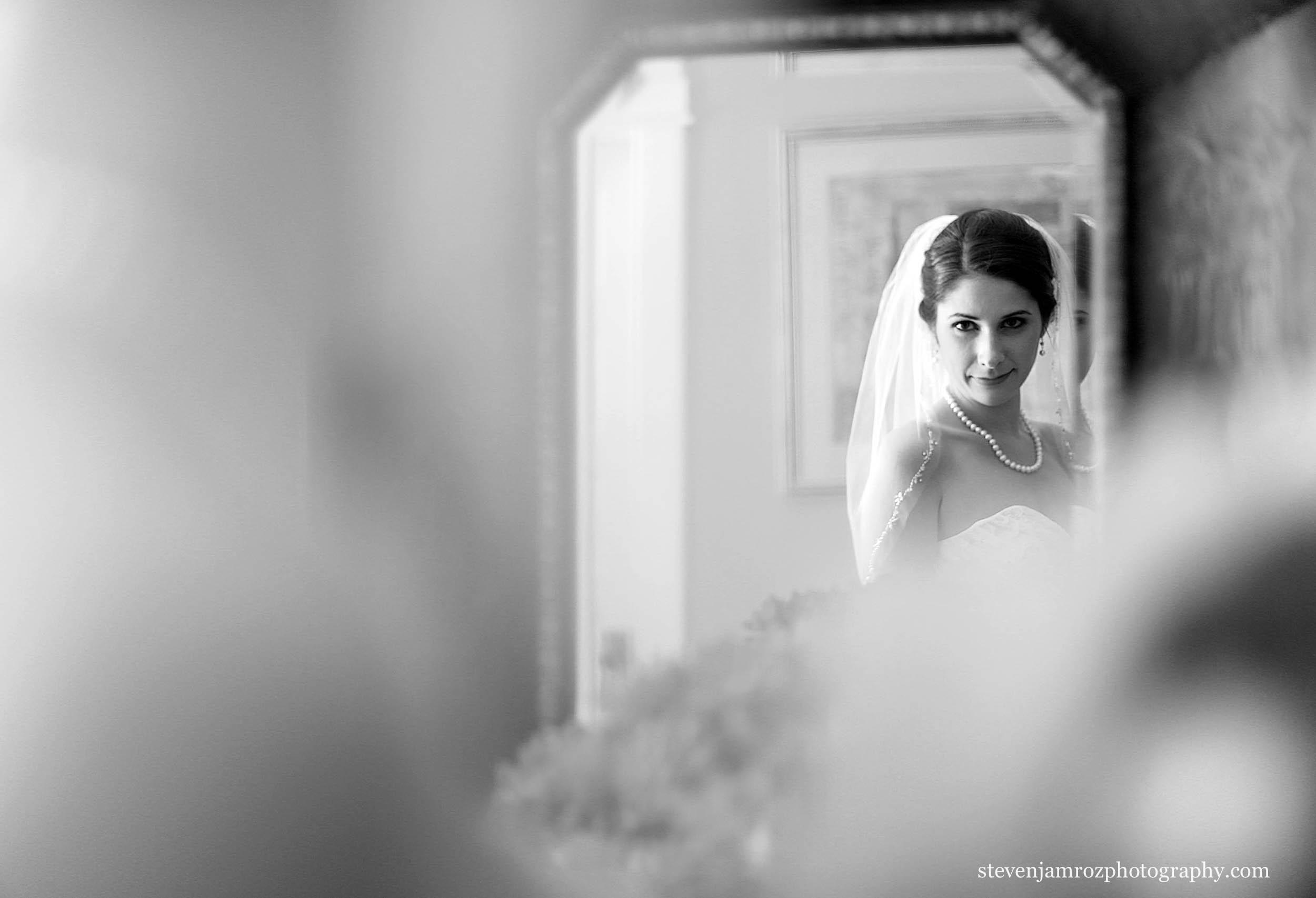 bride-in-mirror-wedding-hudson-manor-steven-jamroz-0703.jpg