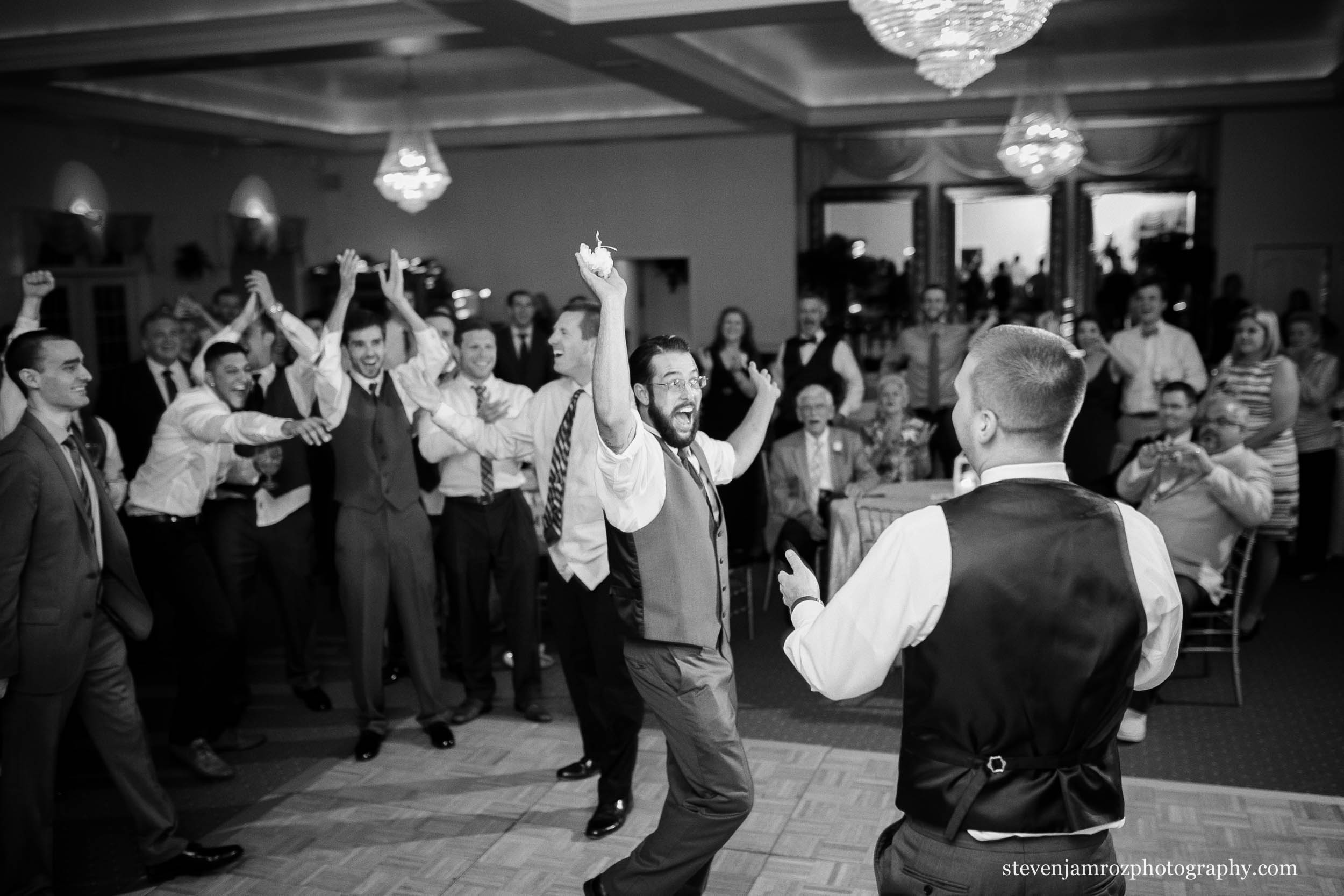 caught-the-garter-toss-wedding-raleigh-steven-jamroz-photography-0088.jpg