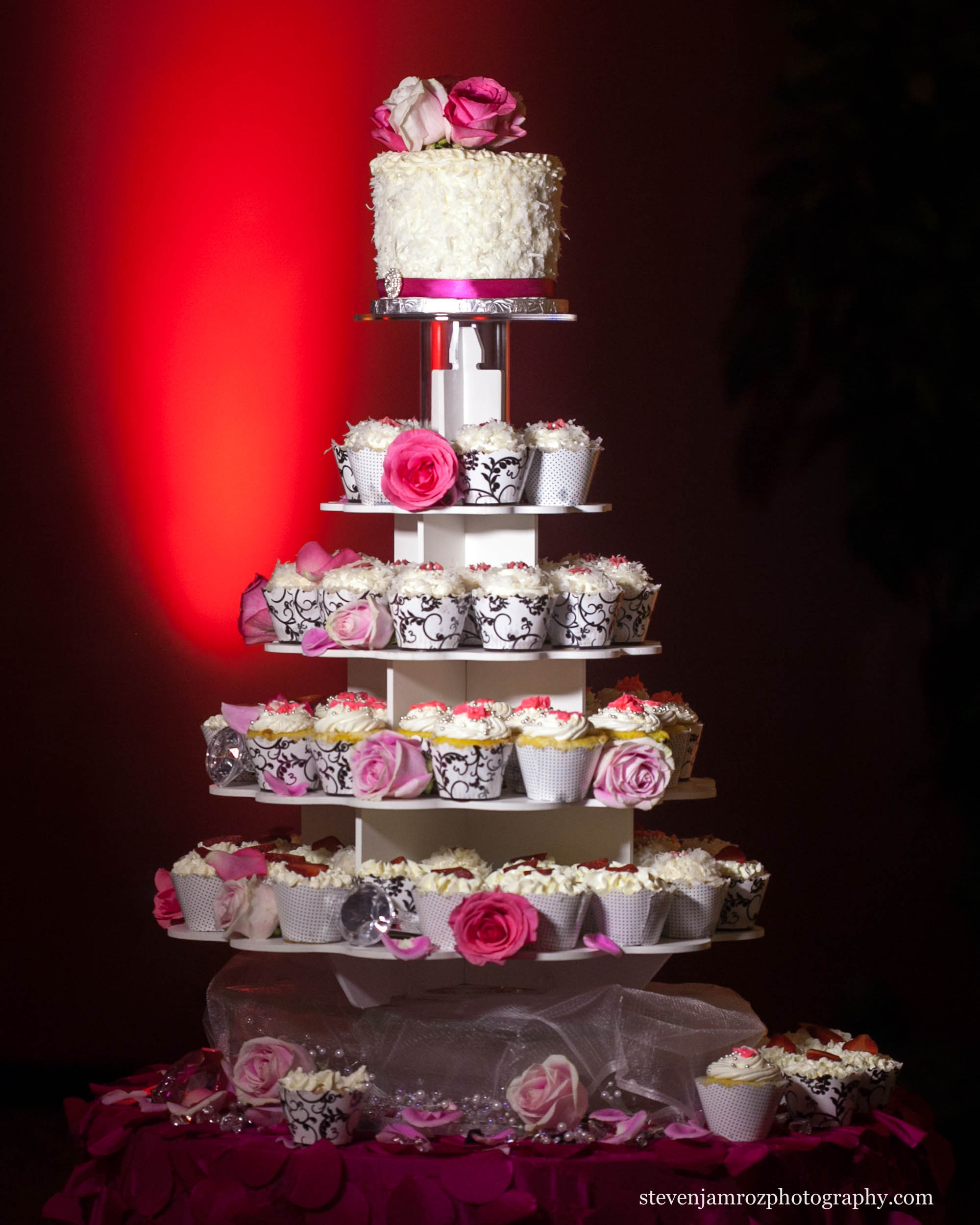 cupcakes-wedding-instead-of-cake-steven-jamroz-0691.jpg