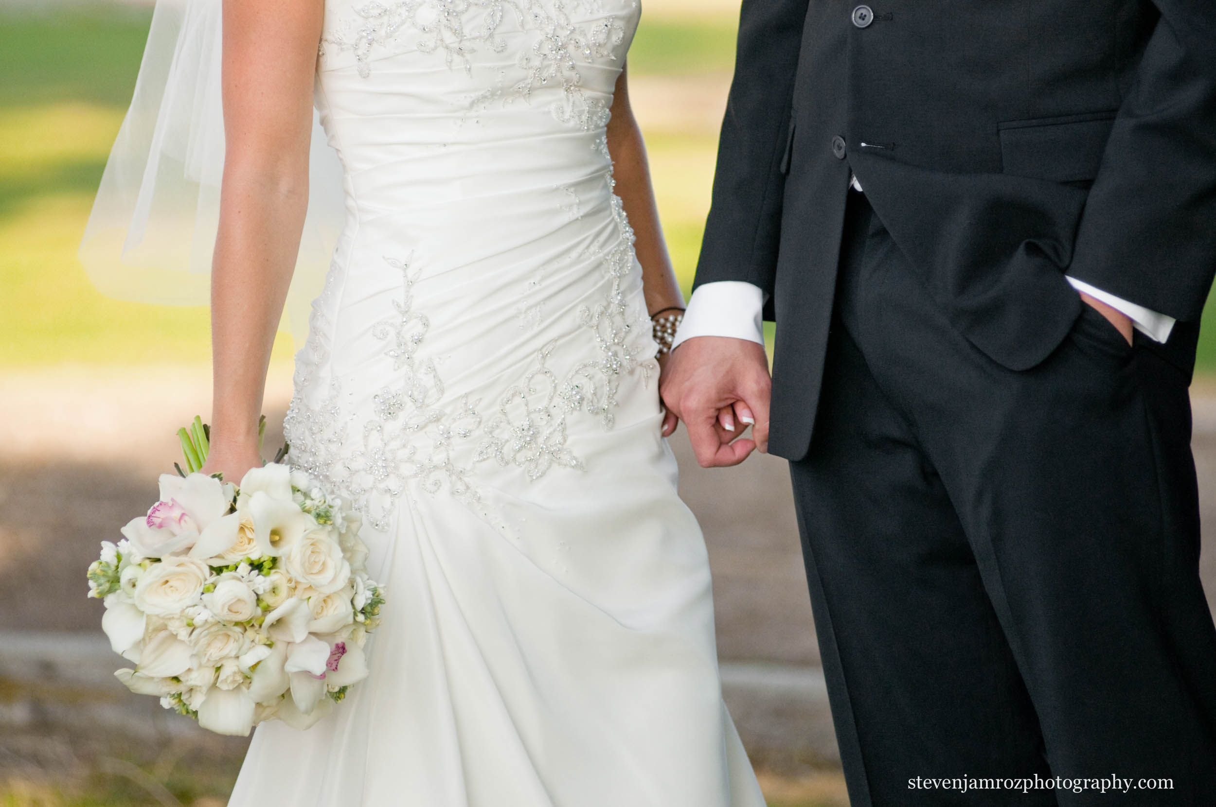 flowers-hands-black-tux-wedding-steven-jamroz-photography-0029.jpg