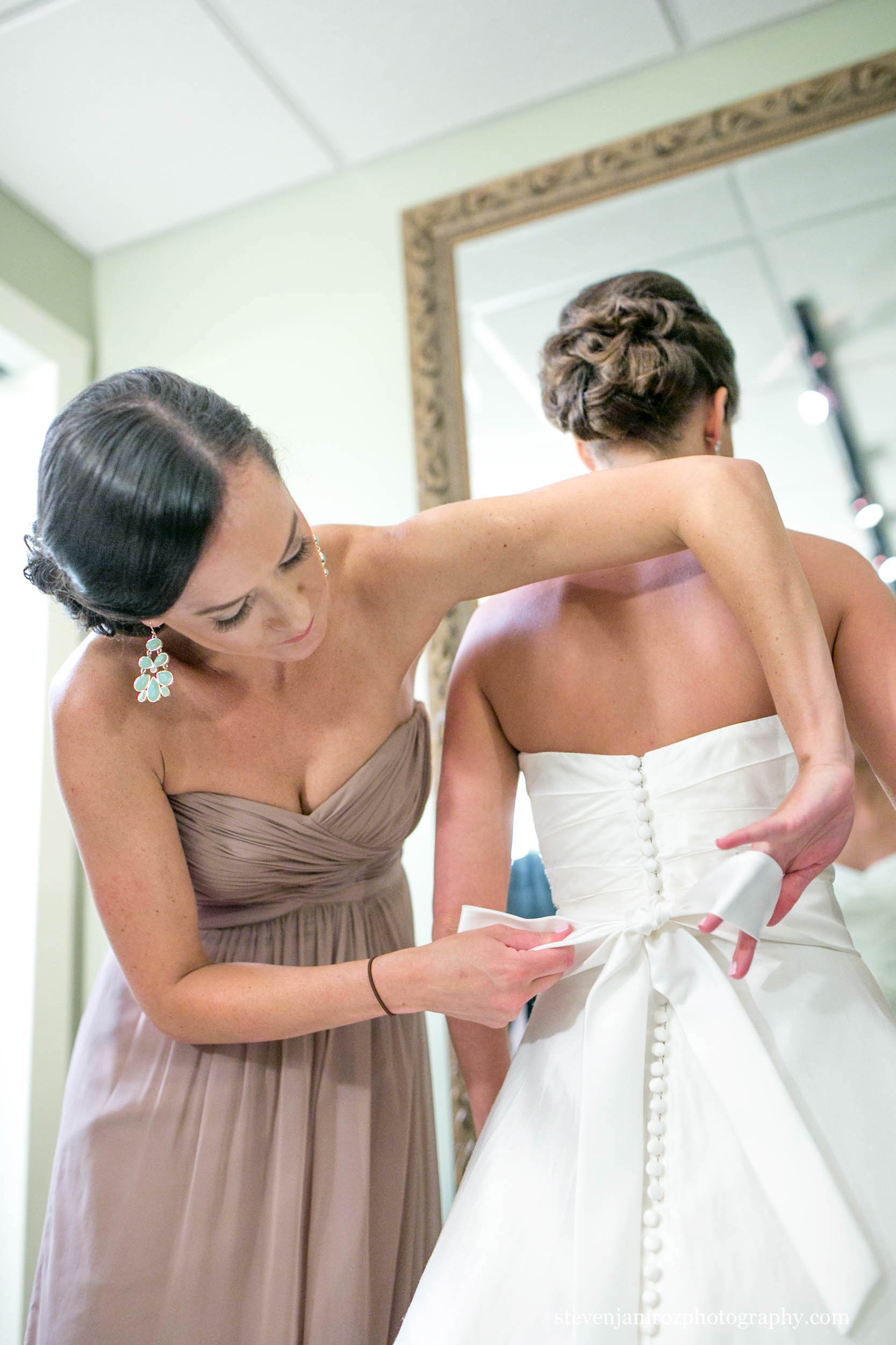 getting-ready-all-saints-chapel-raleigh-wedding-steven-jamroz-photography-0180.jpg
