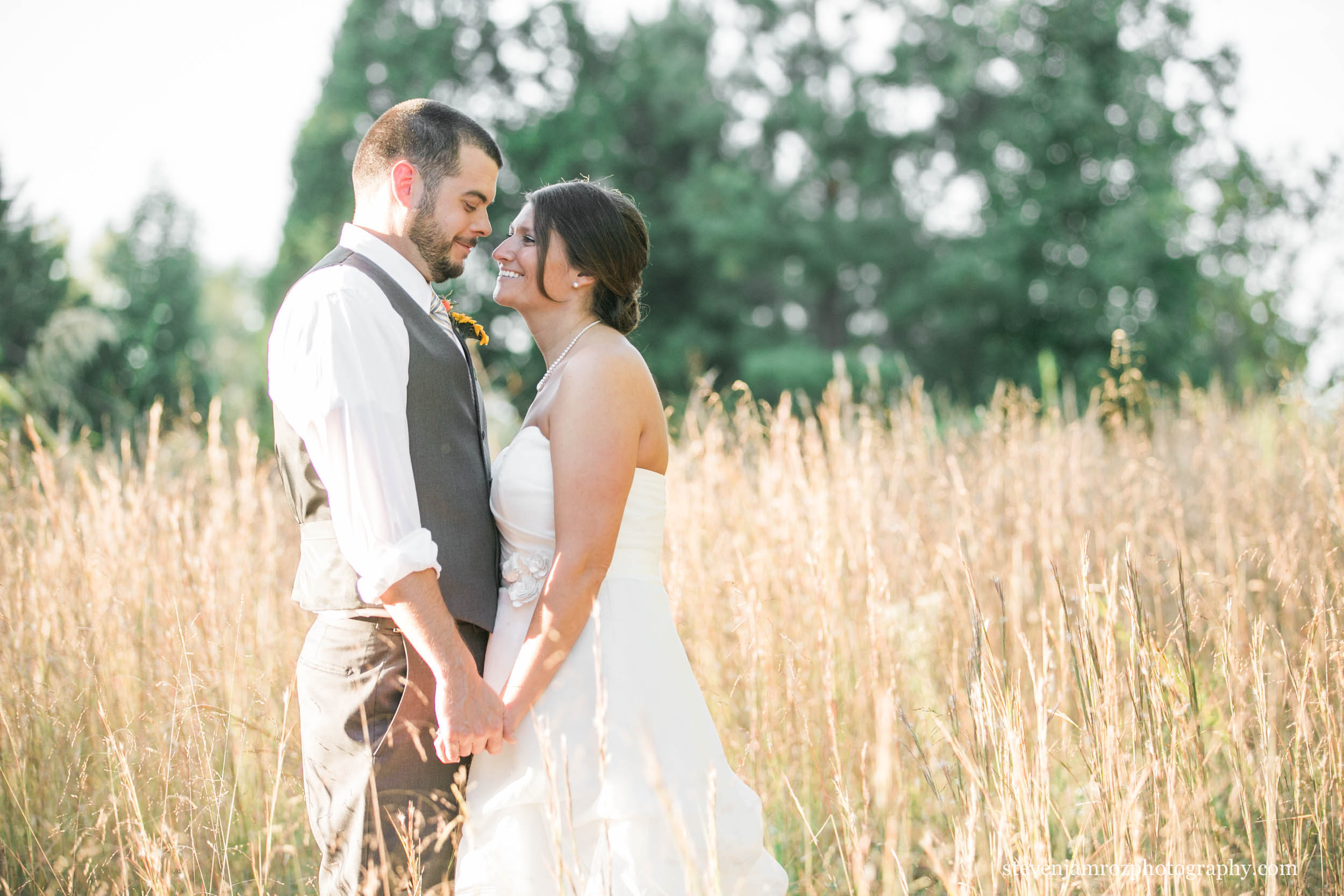 grass-field-bride-groom-snipes-farm-chapel-hill-steven-jamroz-photography-0108.jpg