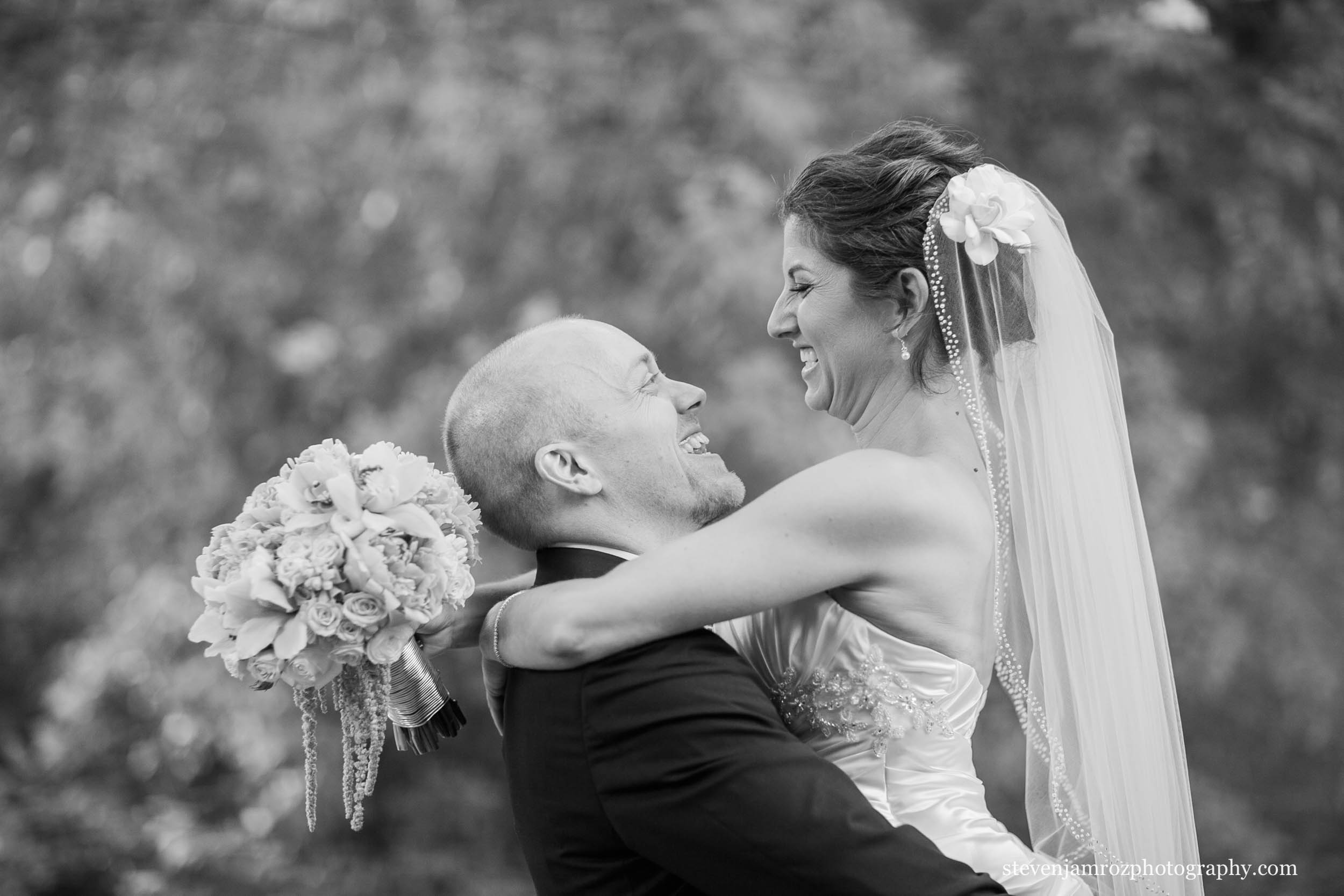 groom-bride-hug-raleigh-photographer-0895.jpg