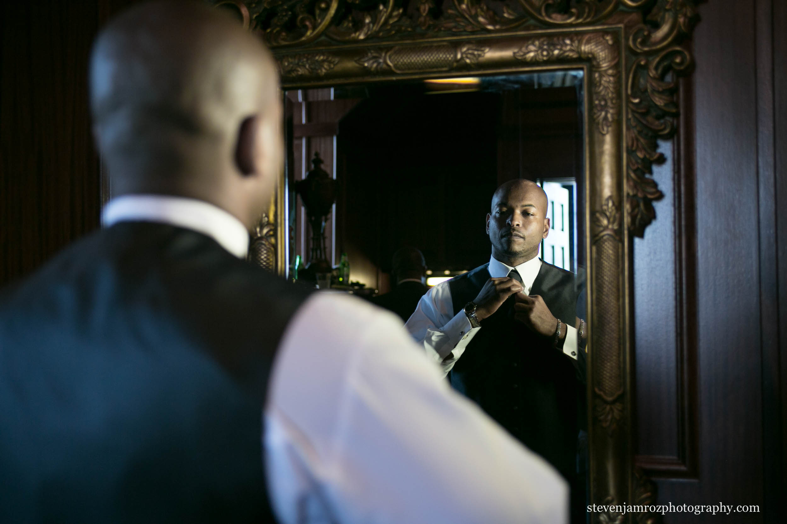 grooms-lounge-hall-at-landmark-wedding-photographer-steven-jamroz-photography-0015.jpg