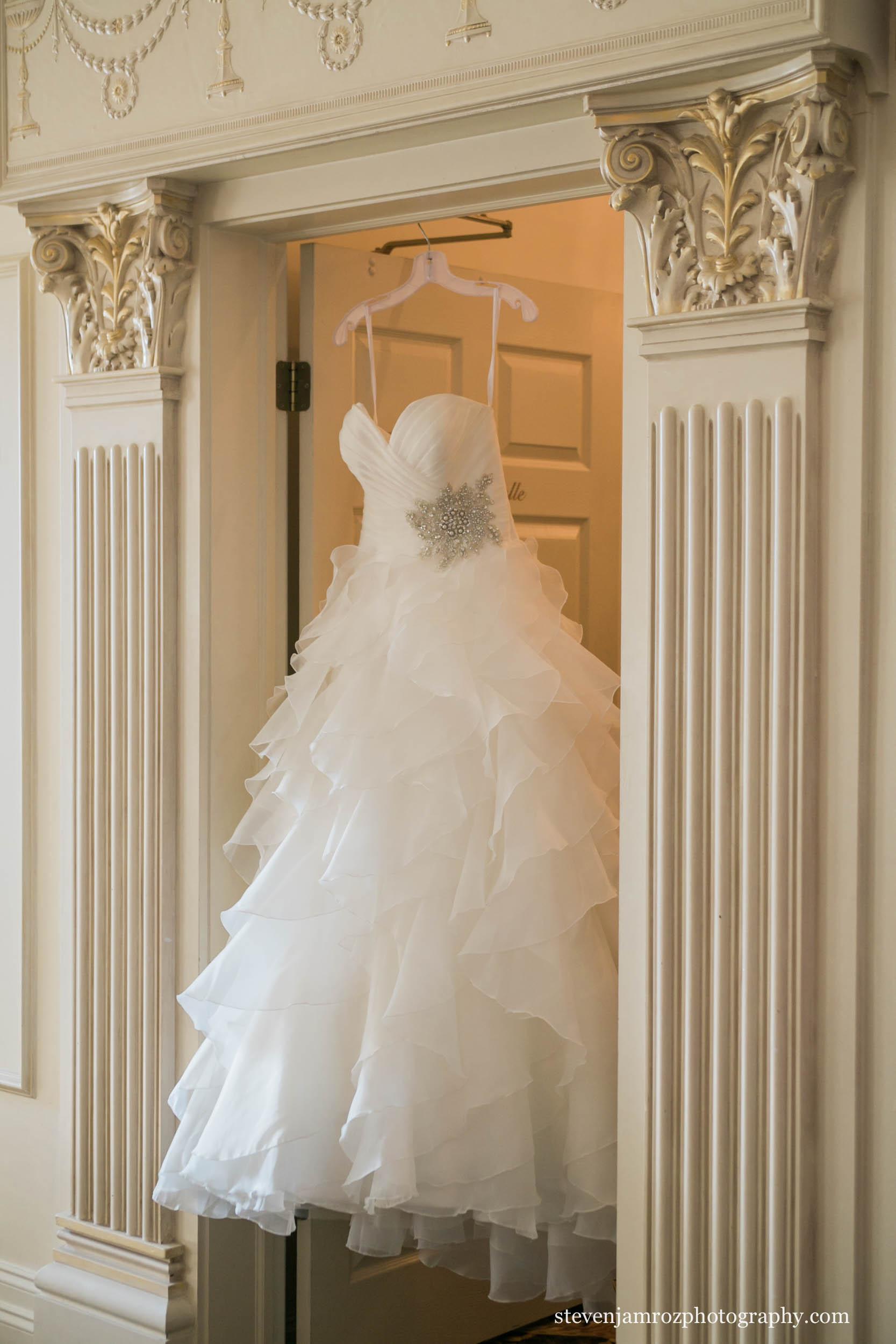 hanging-dress-hall-at-landmark-steven-jamroz-photography-0299.jpg