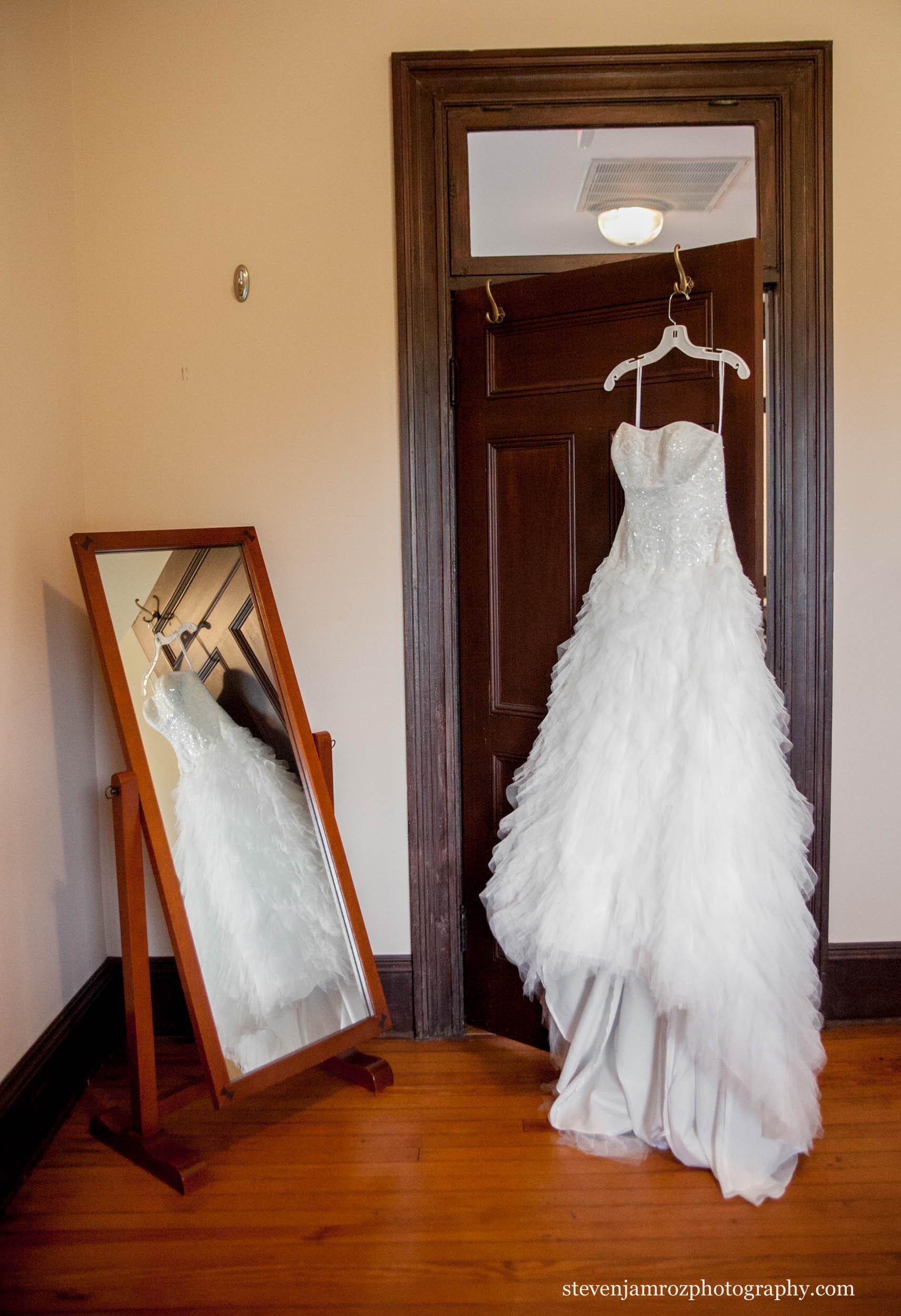 hanging-dress-mirror-fred-fletcher-park-steven-jamroz-photography-0292.jpg