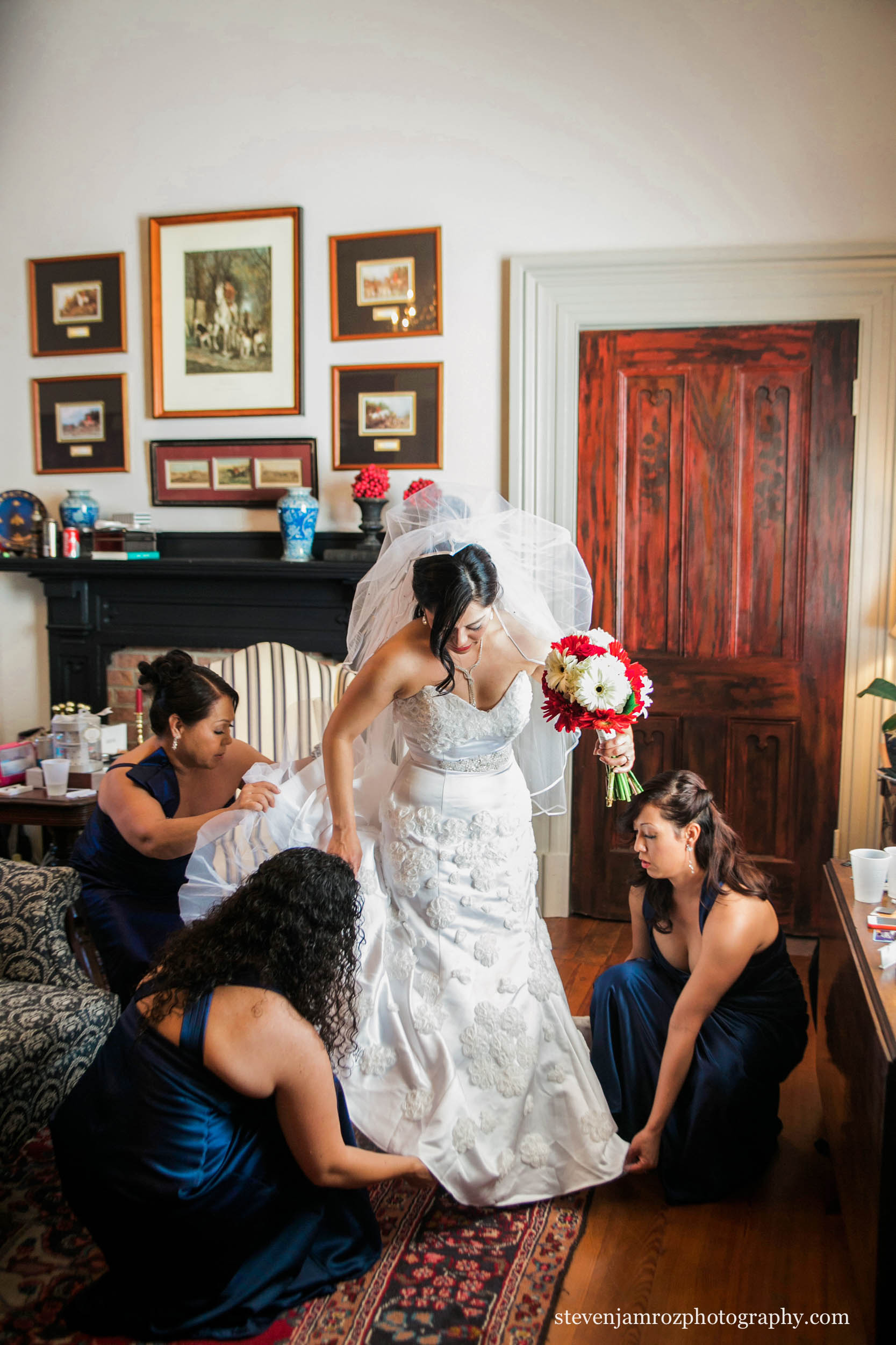 help-bride-dress-wedding-raleigh-steven-jamroz-photography-0079.jpg