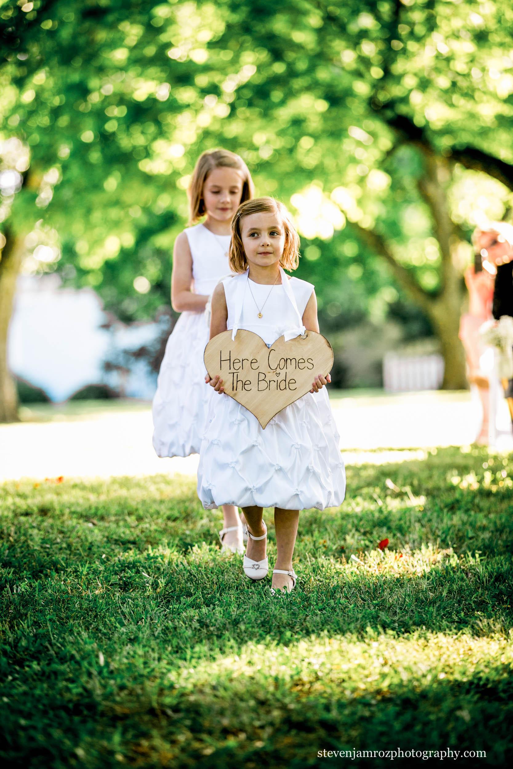 here-comes-bride-sign-steven-jamroz-photography-0314.jpg
