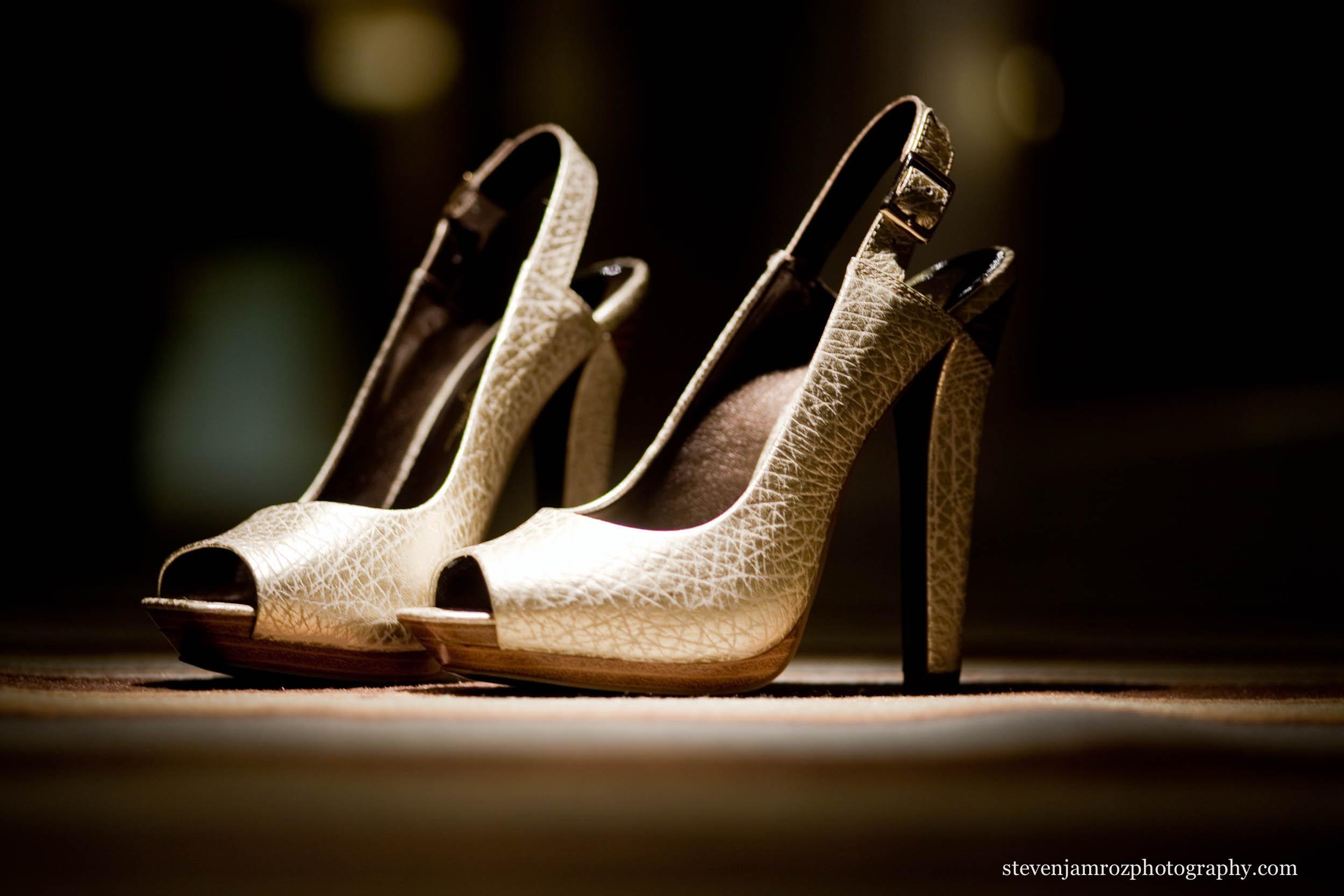 high-heel-shoes-wedding-photography-steven-jamroz-photography-0229.jpg