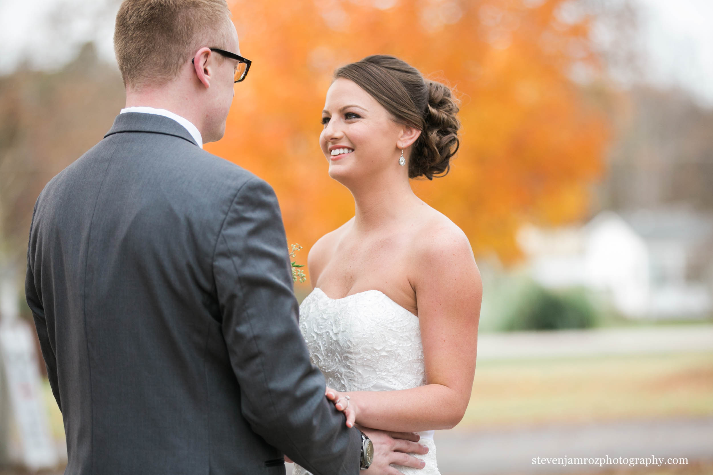 holding-hands-bride-groom-hudson-manor-steven-jamroz-photography-0024.jpg