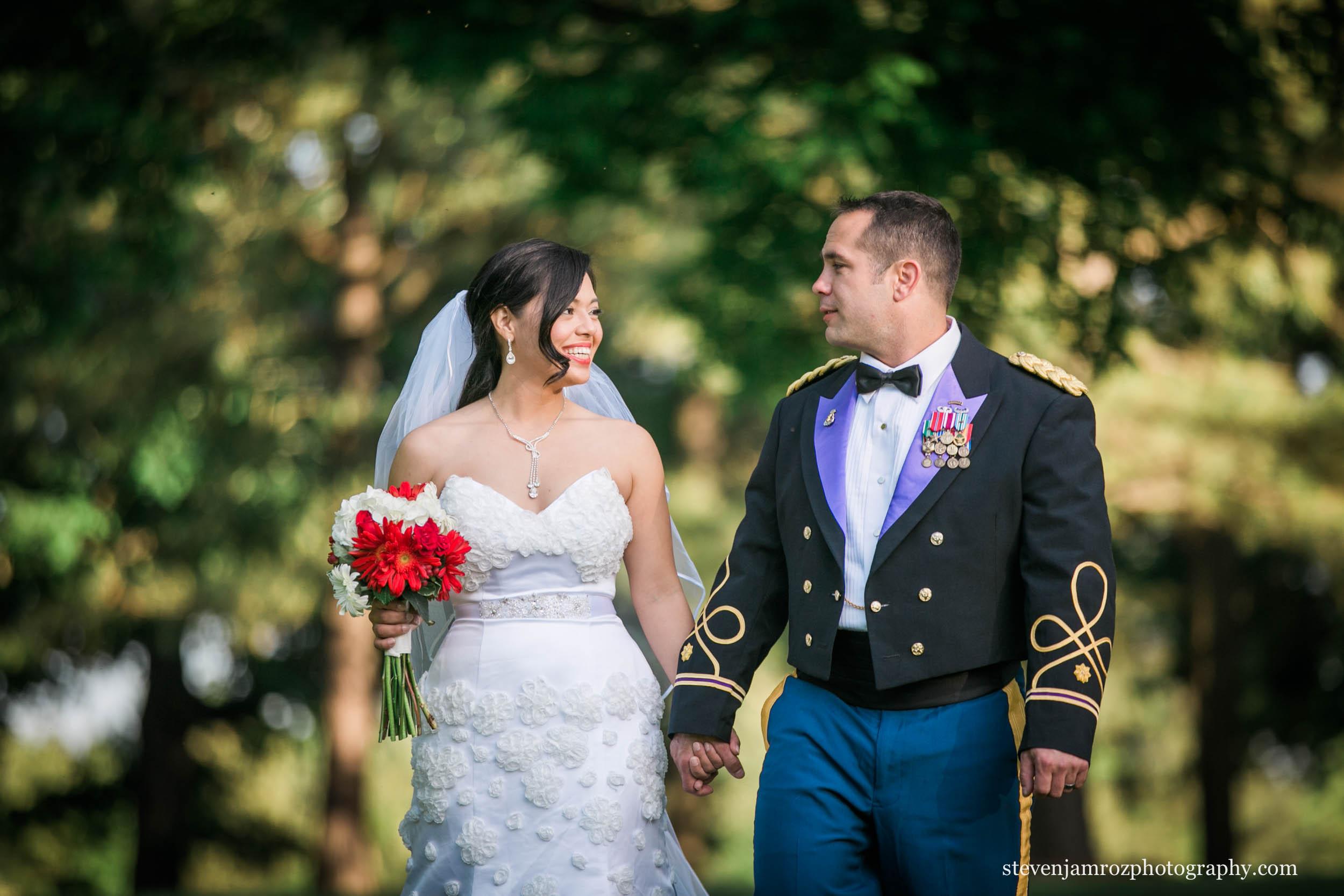 holding-hands-wedding-raleigh-nc-wedding-steven-jamroz-photography-0456.jpg